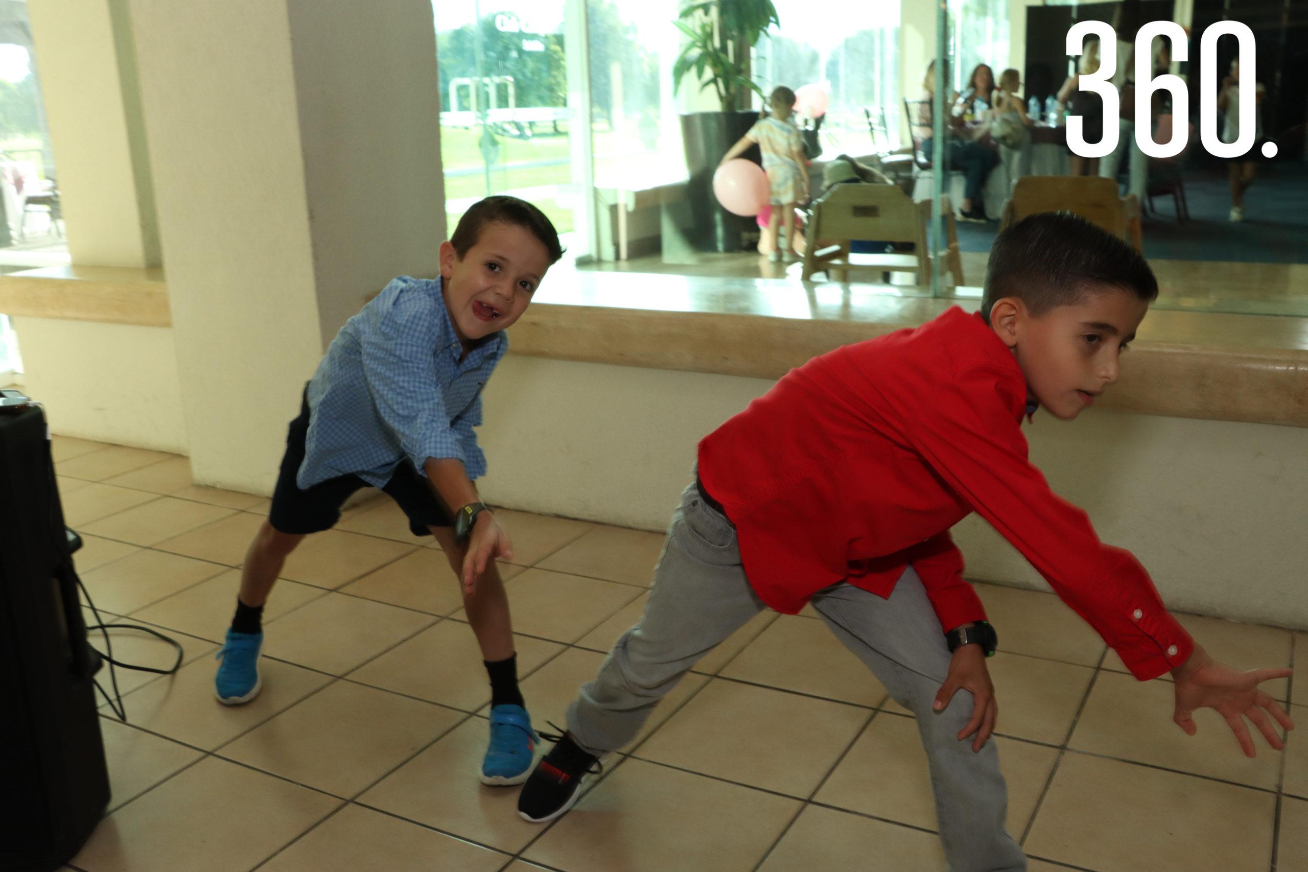 Pedro González y Jorge Torres montaron la coreografía de baile con sus amigos de NET.