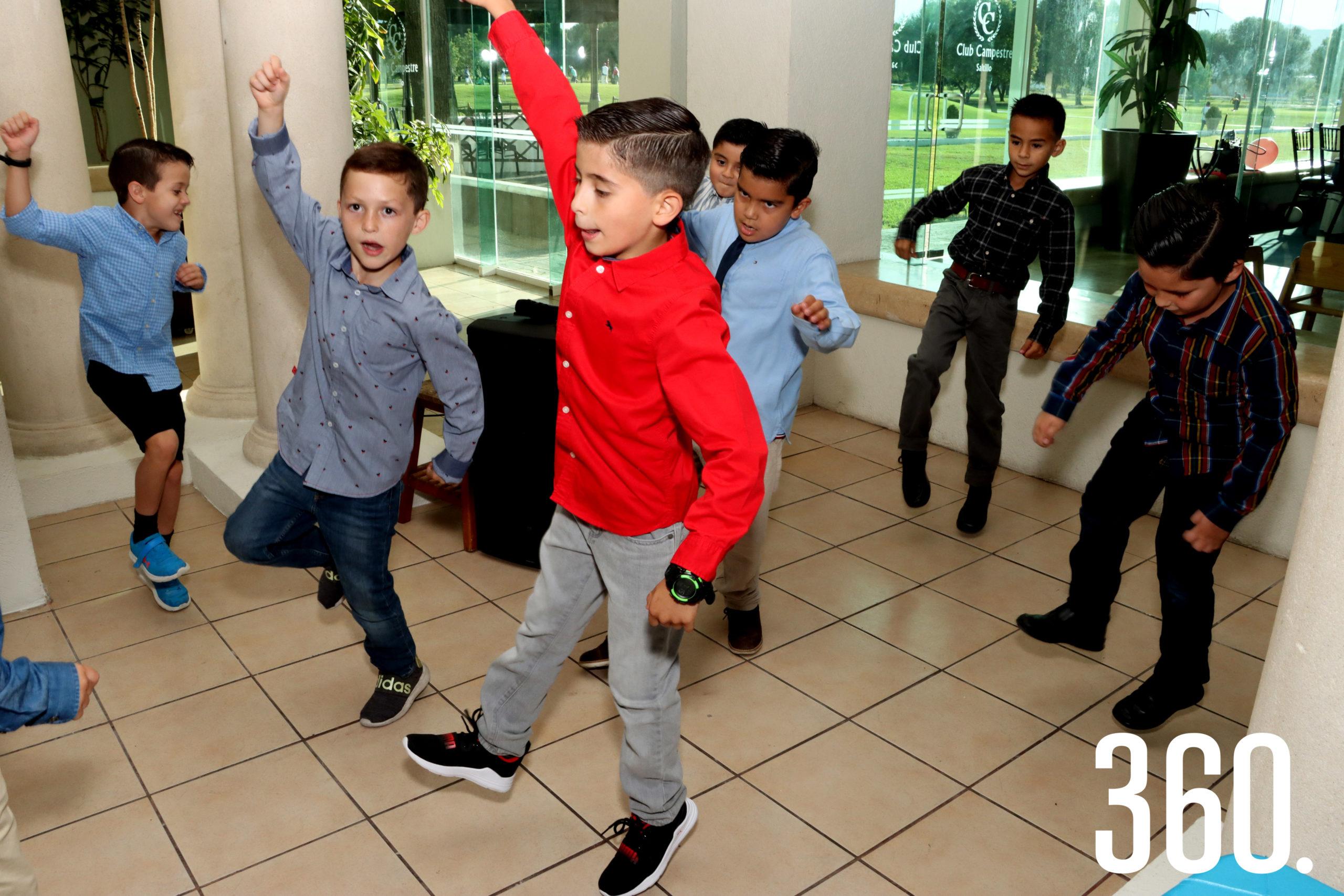 Los niños cerraron el ciclo bailando y cantando.