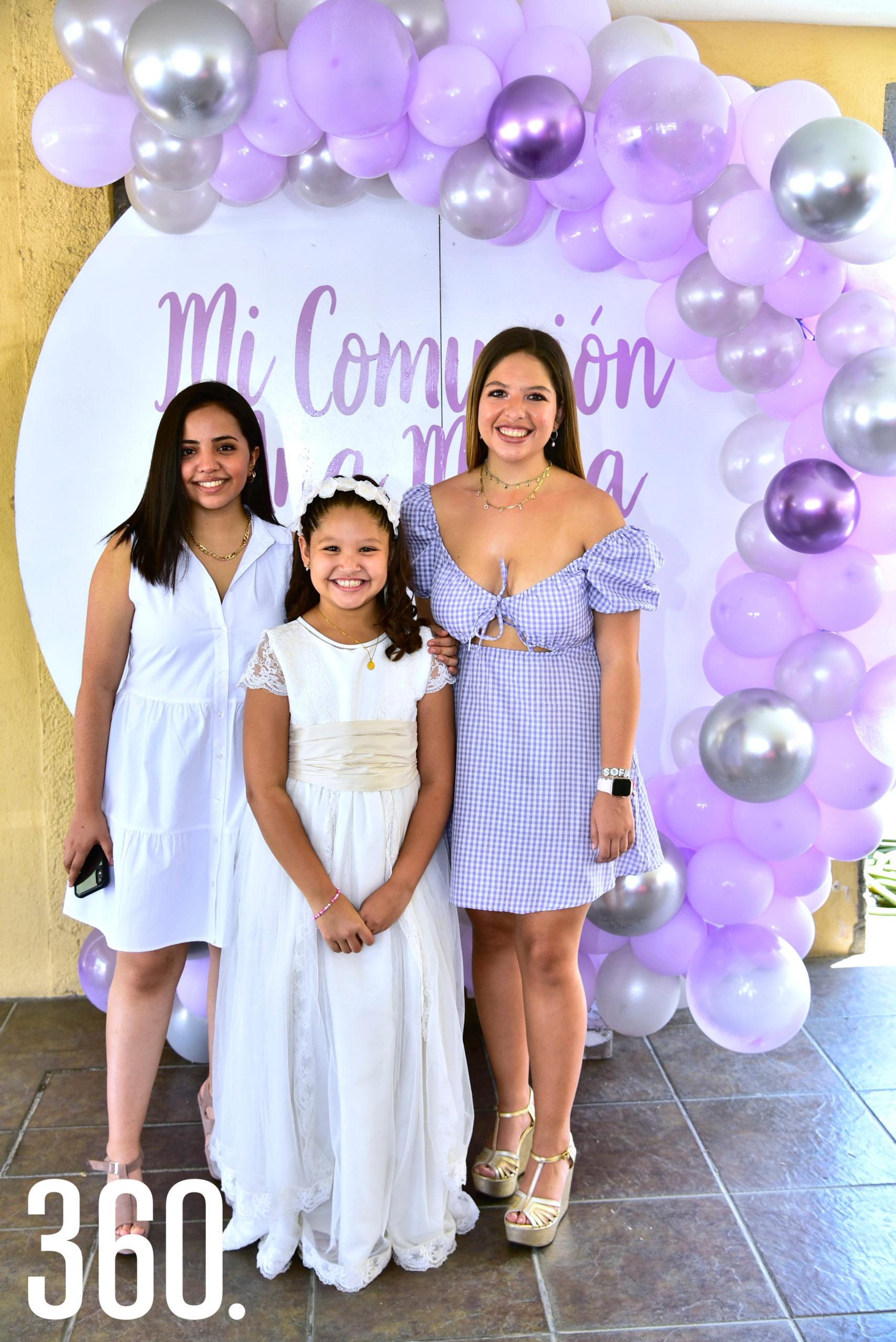Karla Flores, Ana María Vigil Cabello y Sofía Cabello.