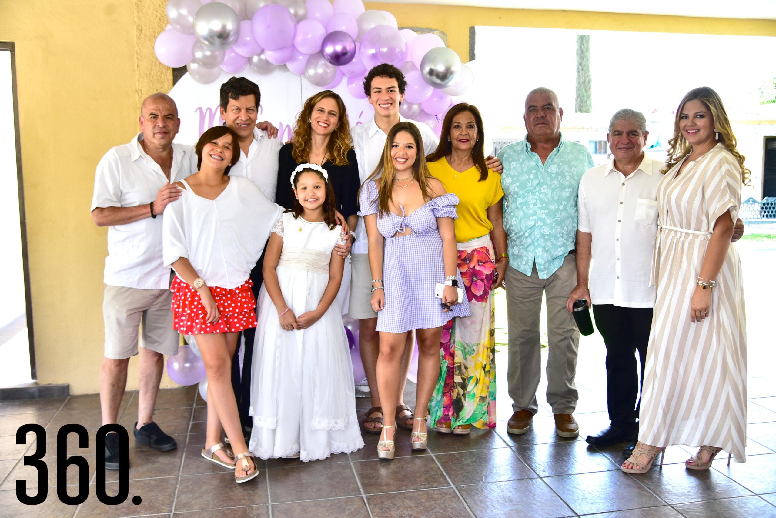Ana María acompañada de su familia.