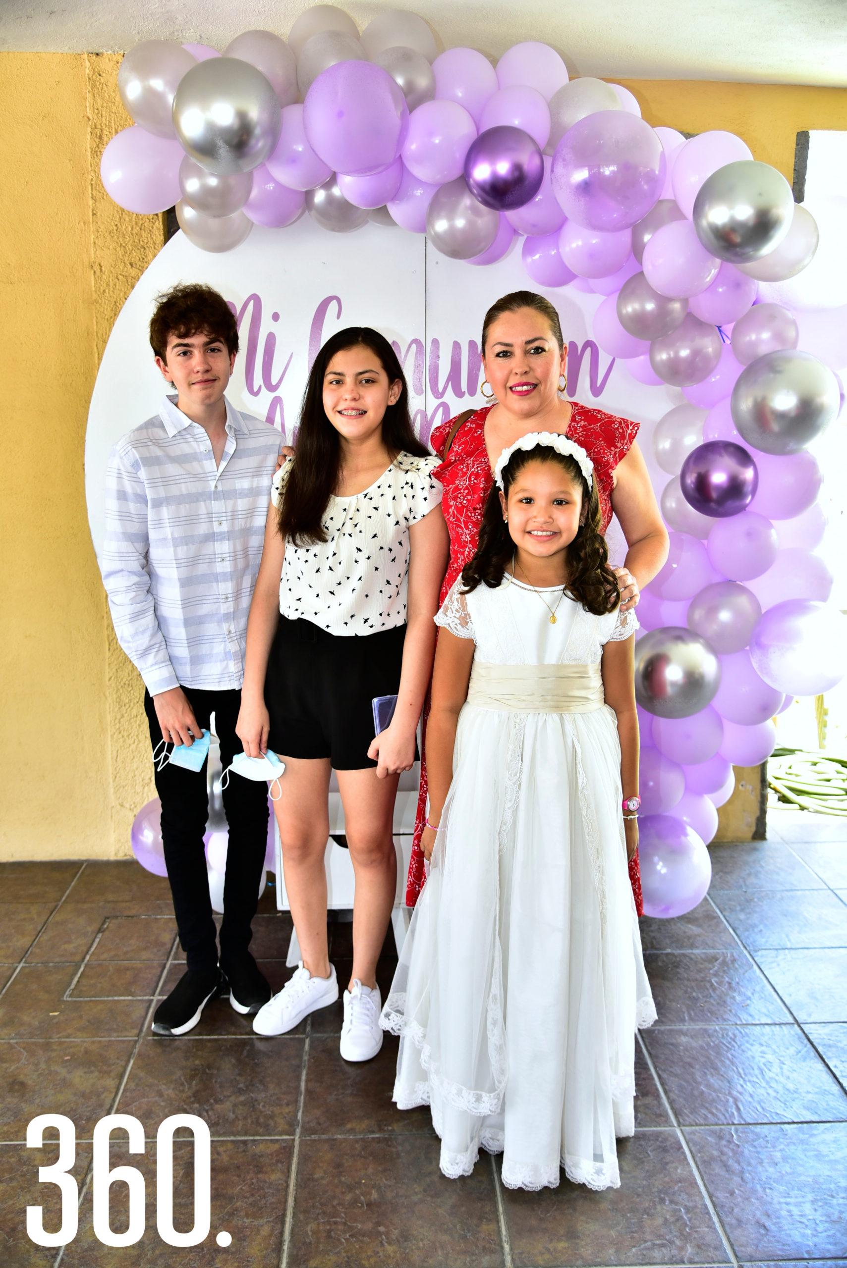 Alejandro Ayala, Regina Ayala, Rosy Ayala y Ana María.