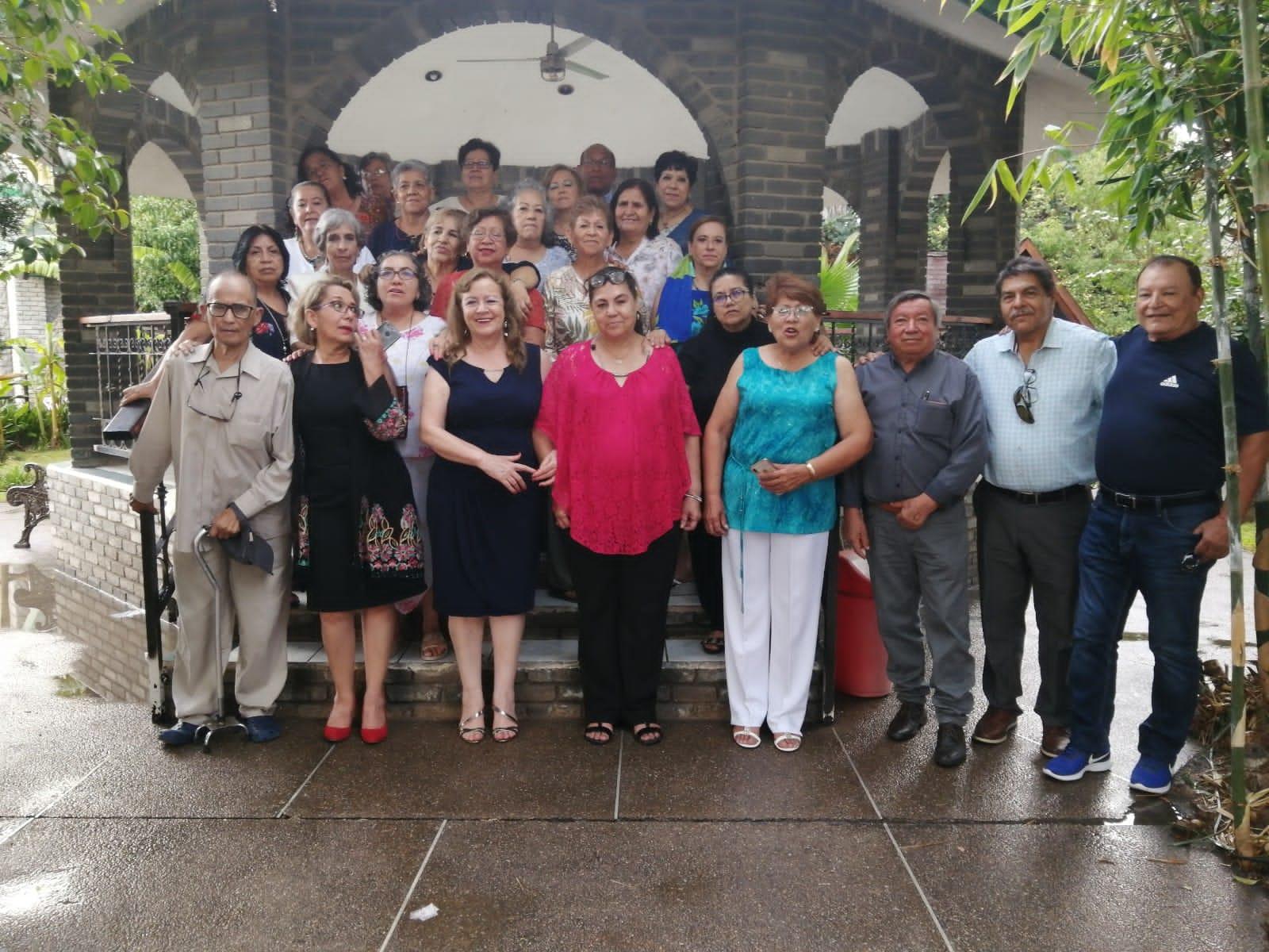 """25 ex alumnos de la """"Gabino García"""" se juntaron para celebrar sus 50 años de egresados."""