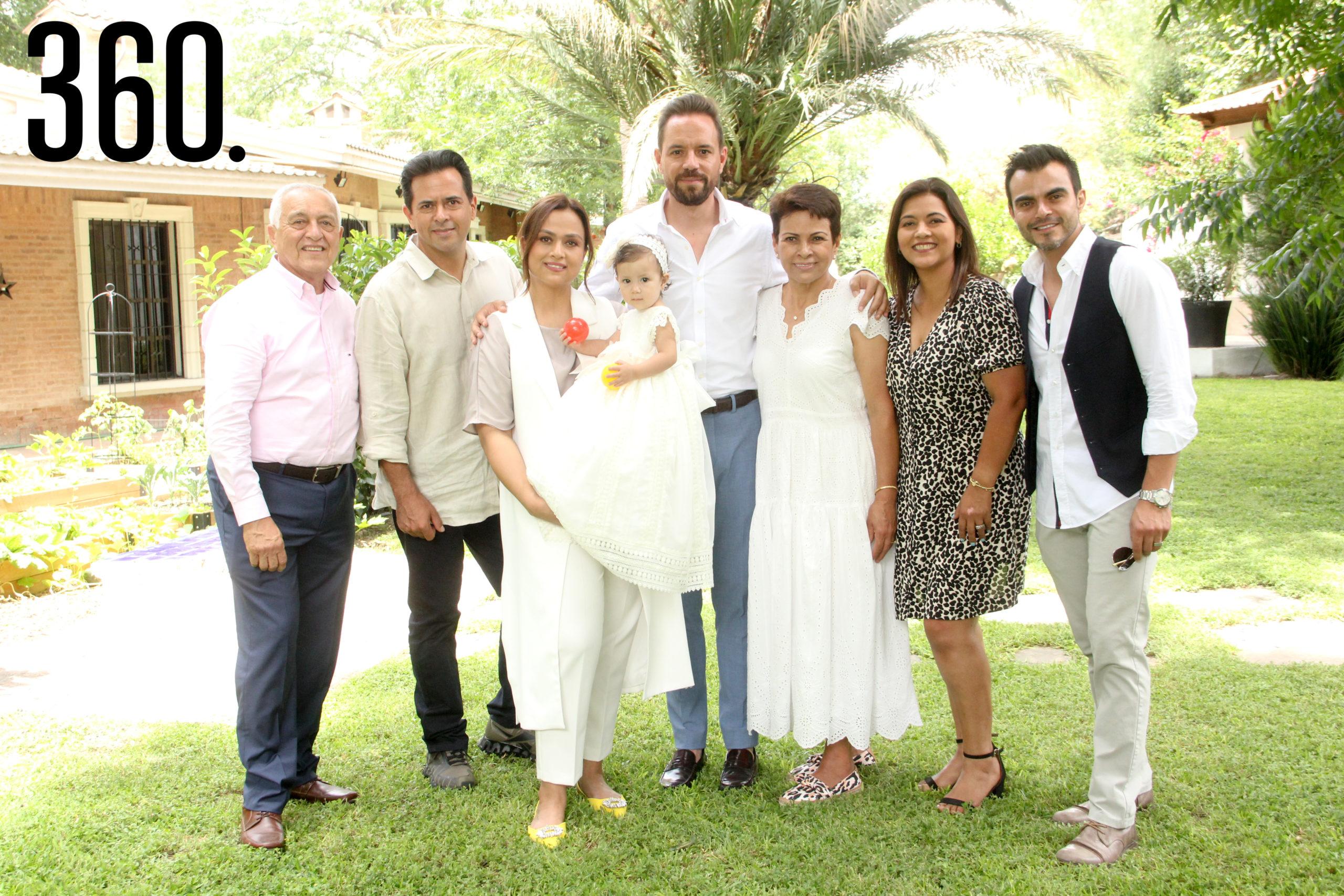 Maria con toda la familia Sandoval.