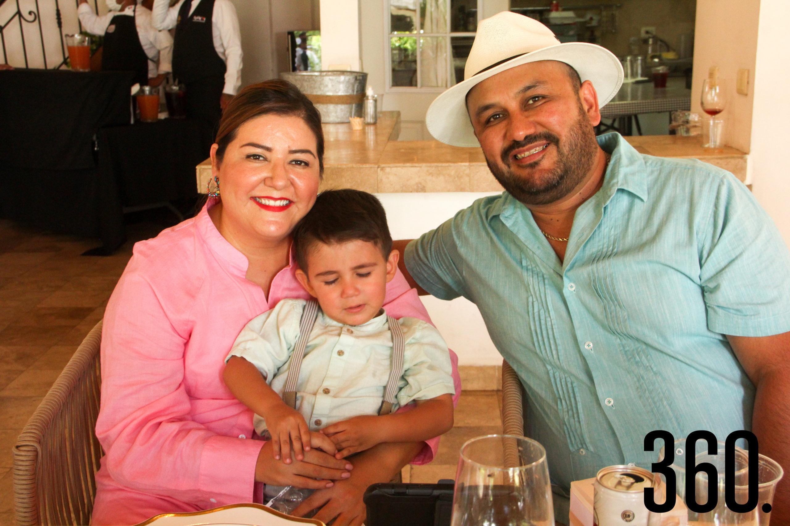 Lupita Palacios, Julián Pérez y Andrés Pérez.