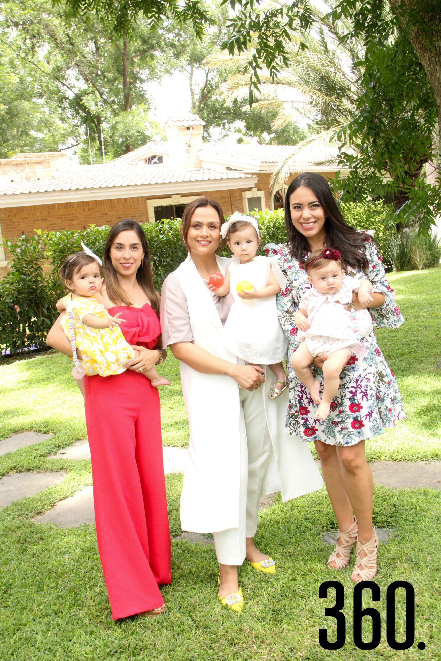 Fernanda Valdéz, Valeria López, Ale Sandoval, María Kuijt, Daniela Aguado e Isabella Galleher.