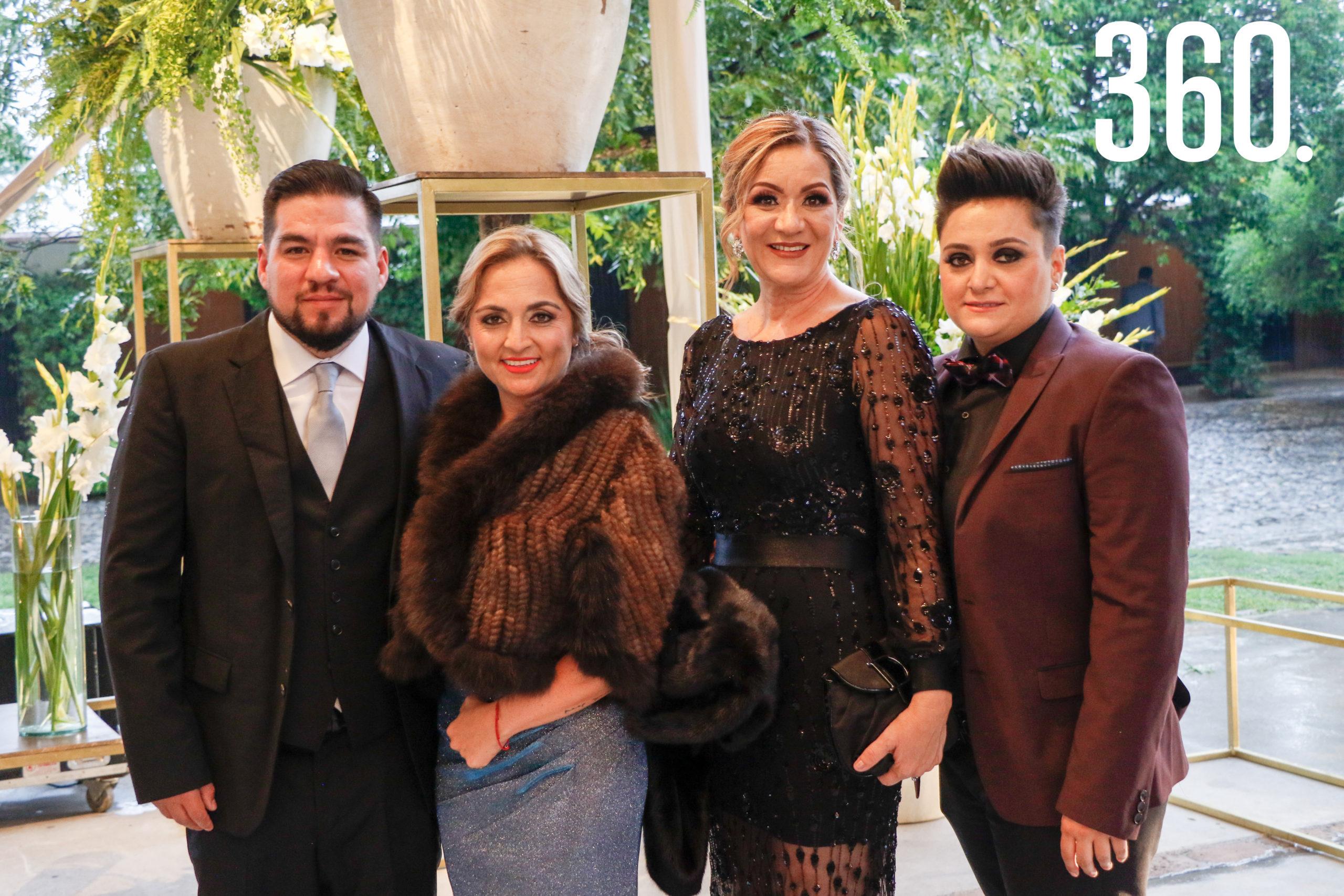 Felipez López, Claudia Aguirre, Gaby Fanti y Diana Aguirre.