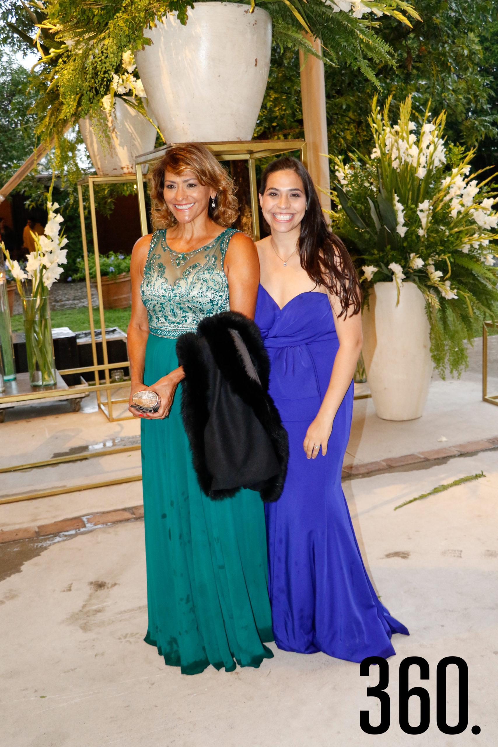 Olivia y Ana Karen Prado.
