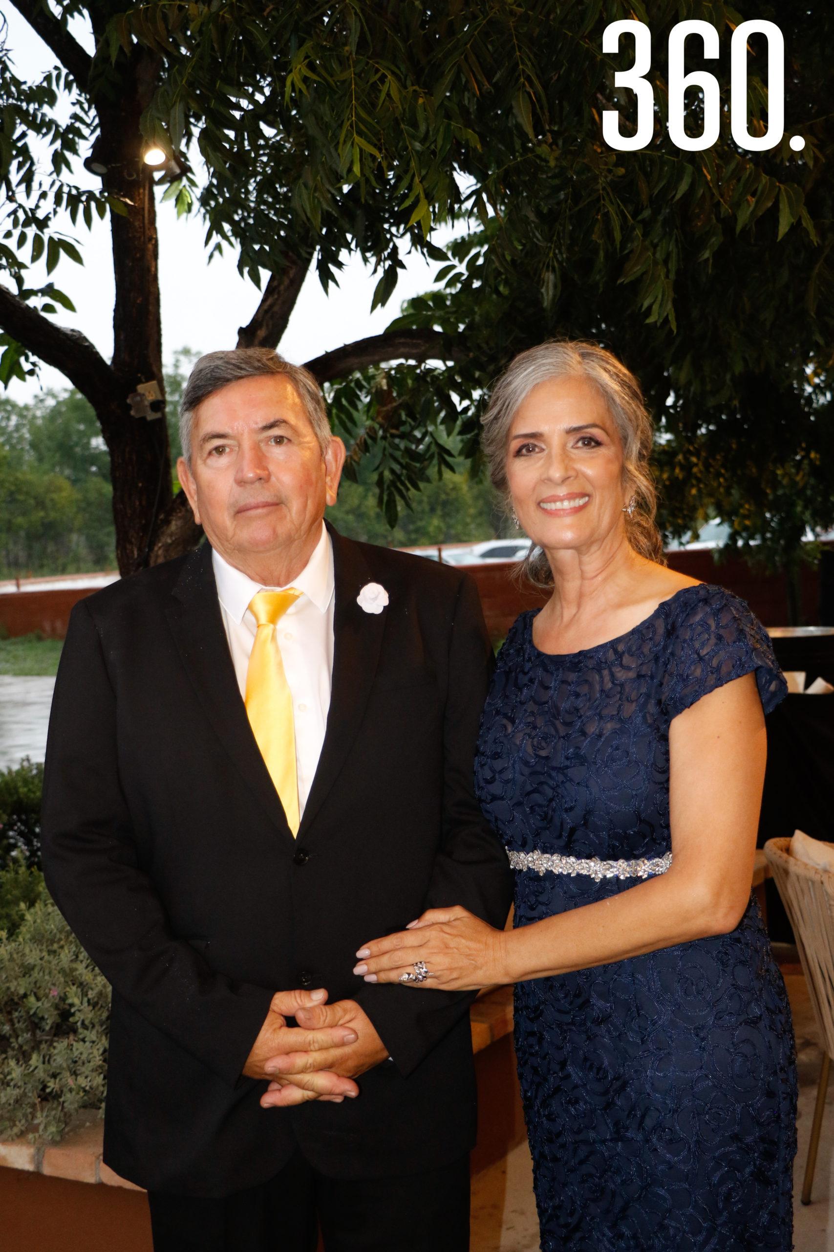 Alberto Prado y Celina Concha de Prado, padres del novio.