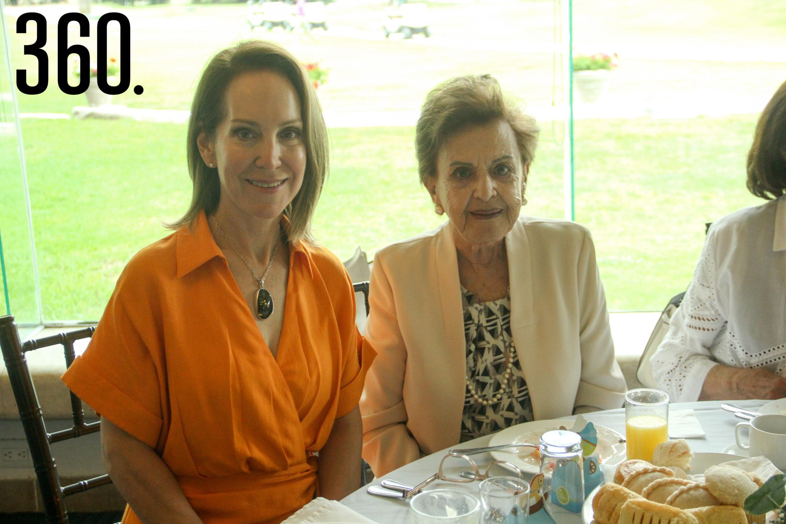 Lidia Lozano de Dewey y Neca Castilla.
