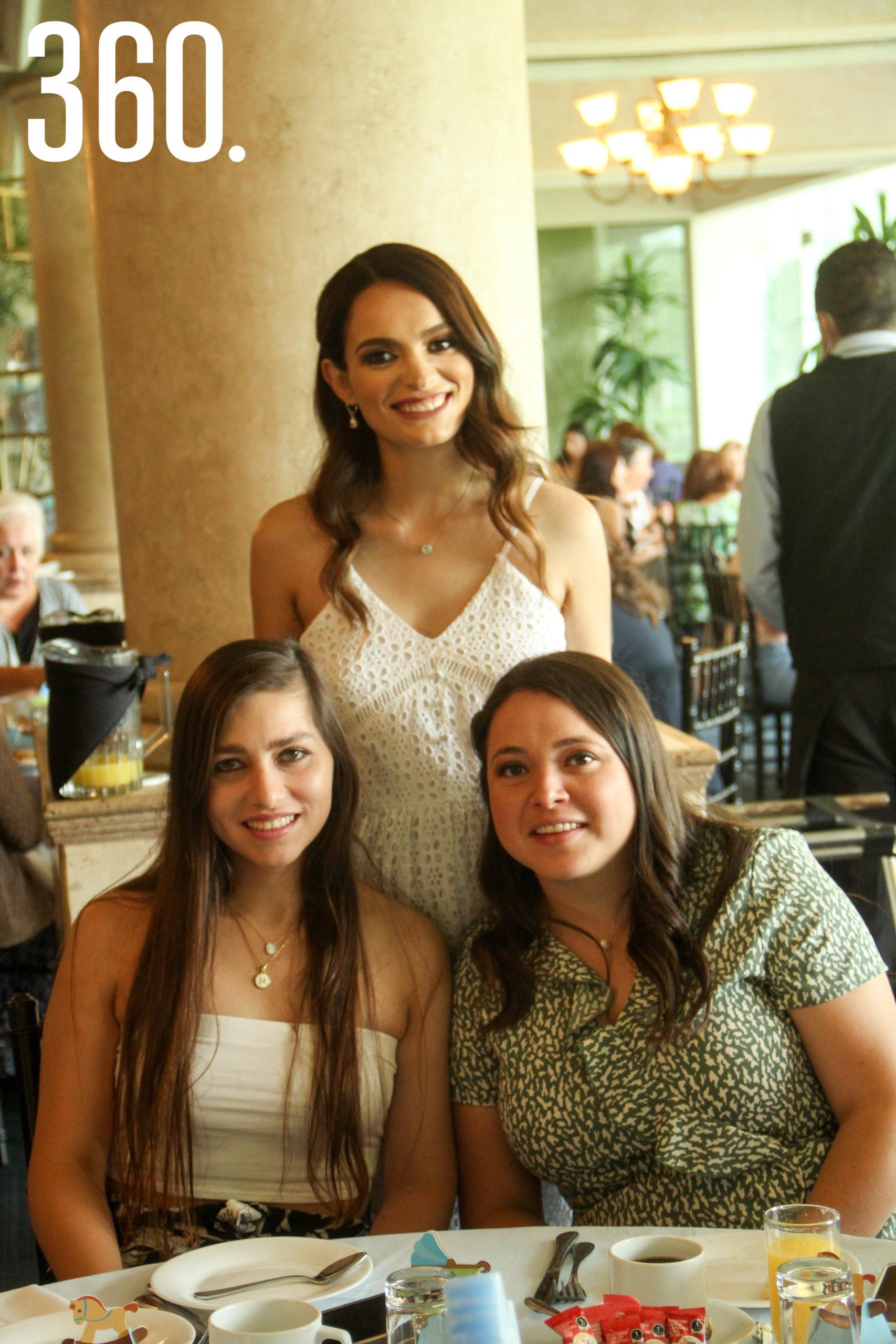 Amparo de las Fuentes, Mayra Moreira y Mariale Martínez.