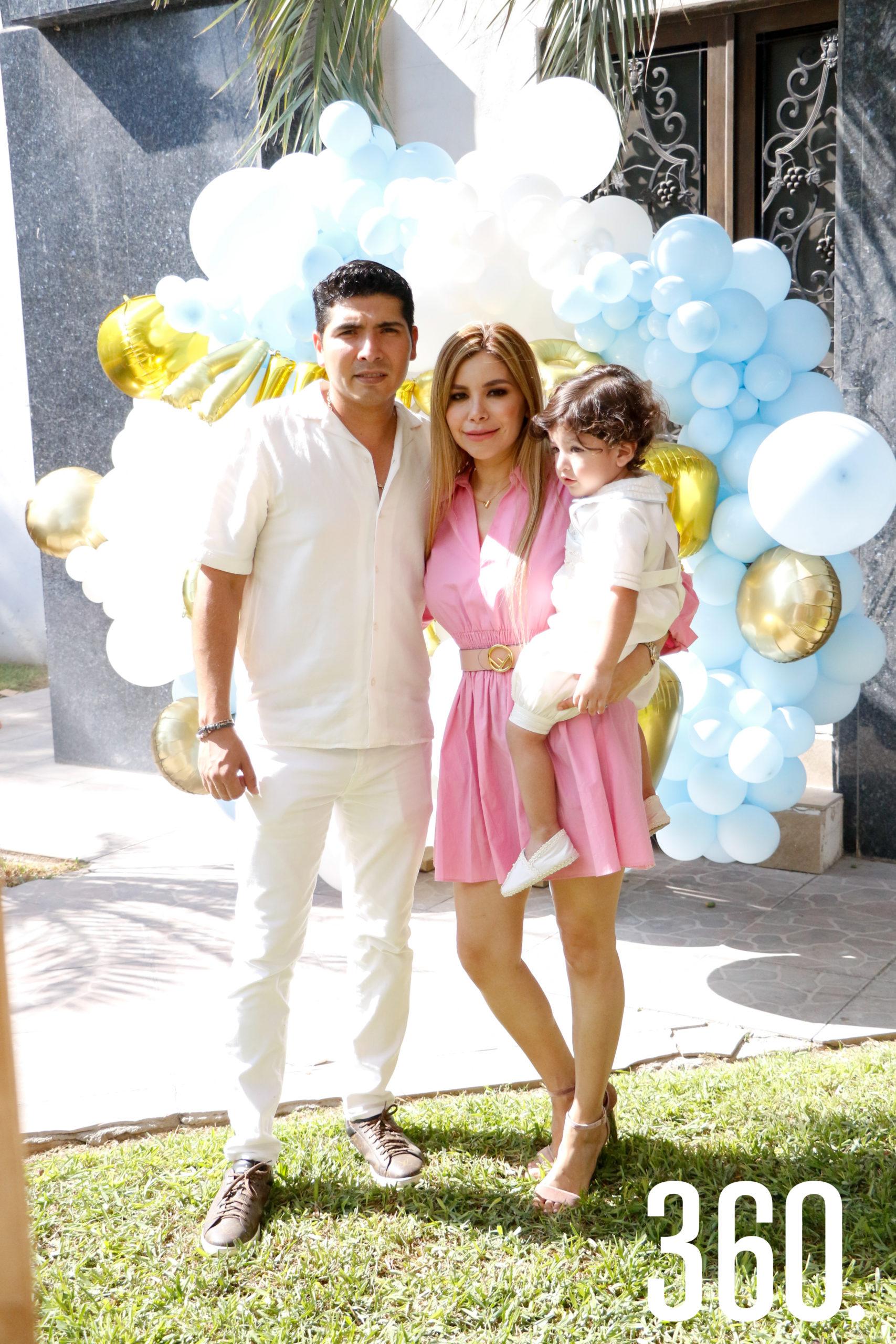 Augusto Briceño, Jessica Paz y Augusto Gabriel Briceño.