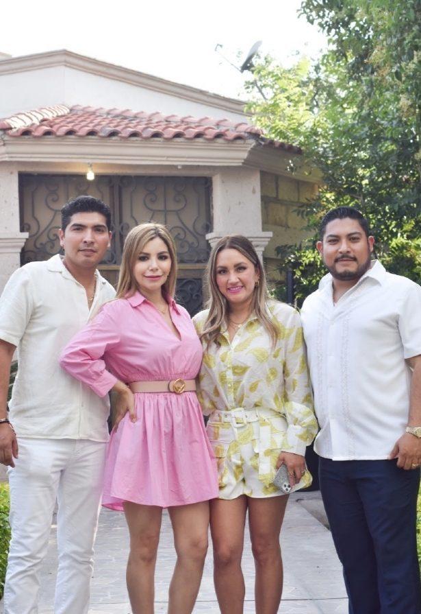 Los papás del festejado acompañados de Viridiana Garza y Roberto Briceño.