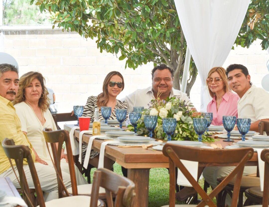 Mario Briceño, Rosario Zamarripa, Griselda Cedillo, René Flores, Yessica Ávila y Augusto Briceño.