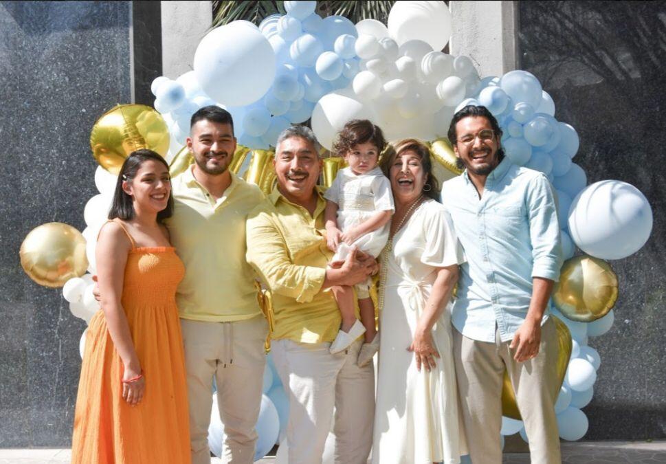 Mayra Briceño, Mario Jr. Mario Briceño, Augusto Gabriel,Rosario Zamarripa y David Briceño.