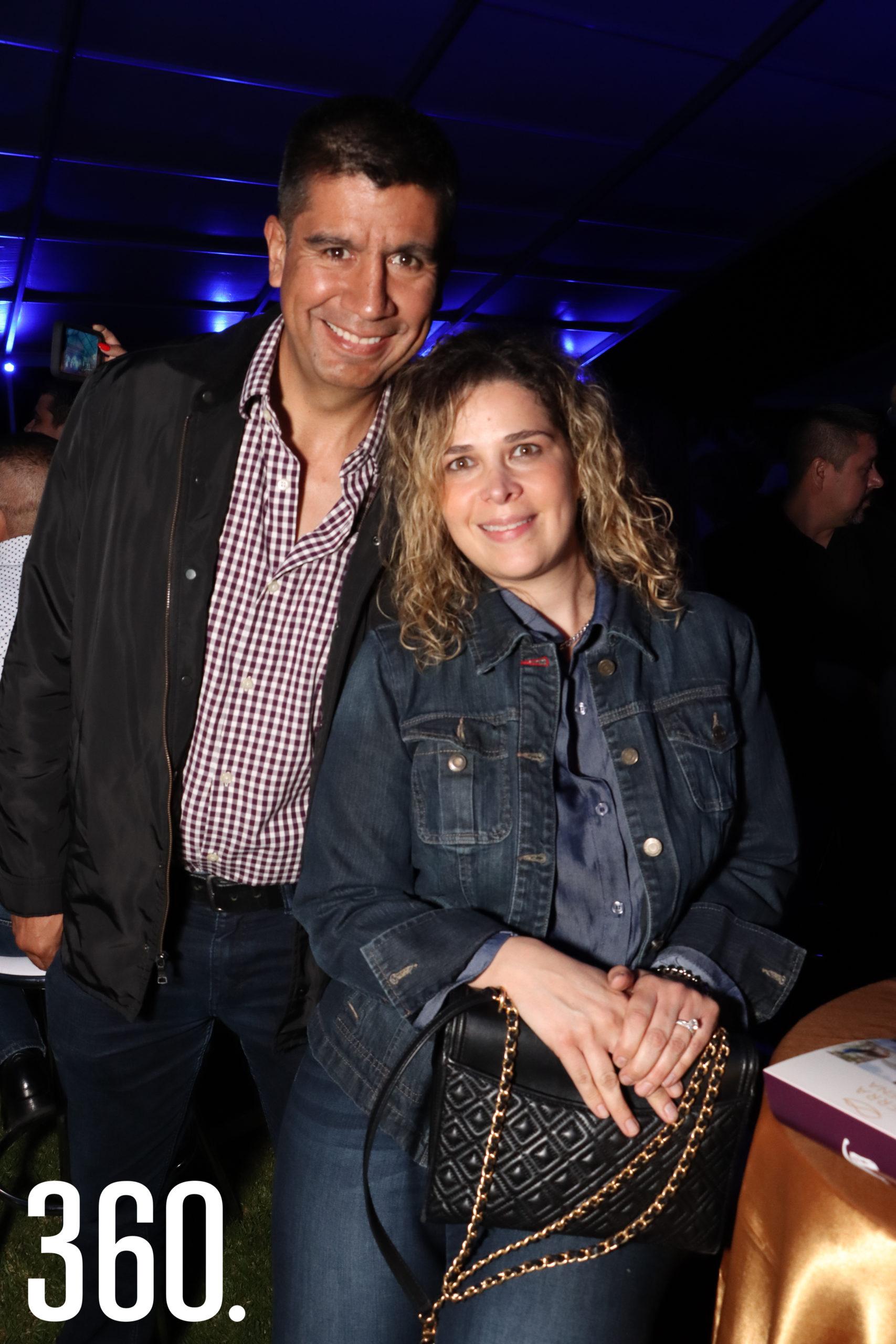 Armando Villaseñor y Karla Guerra.