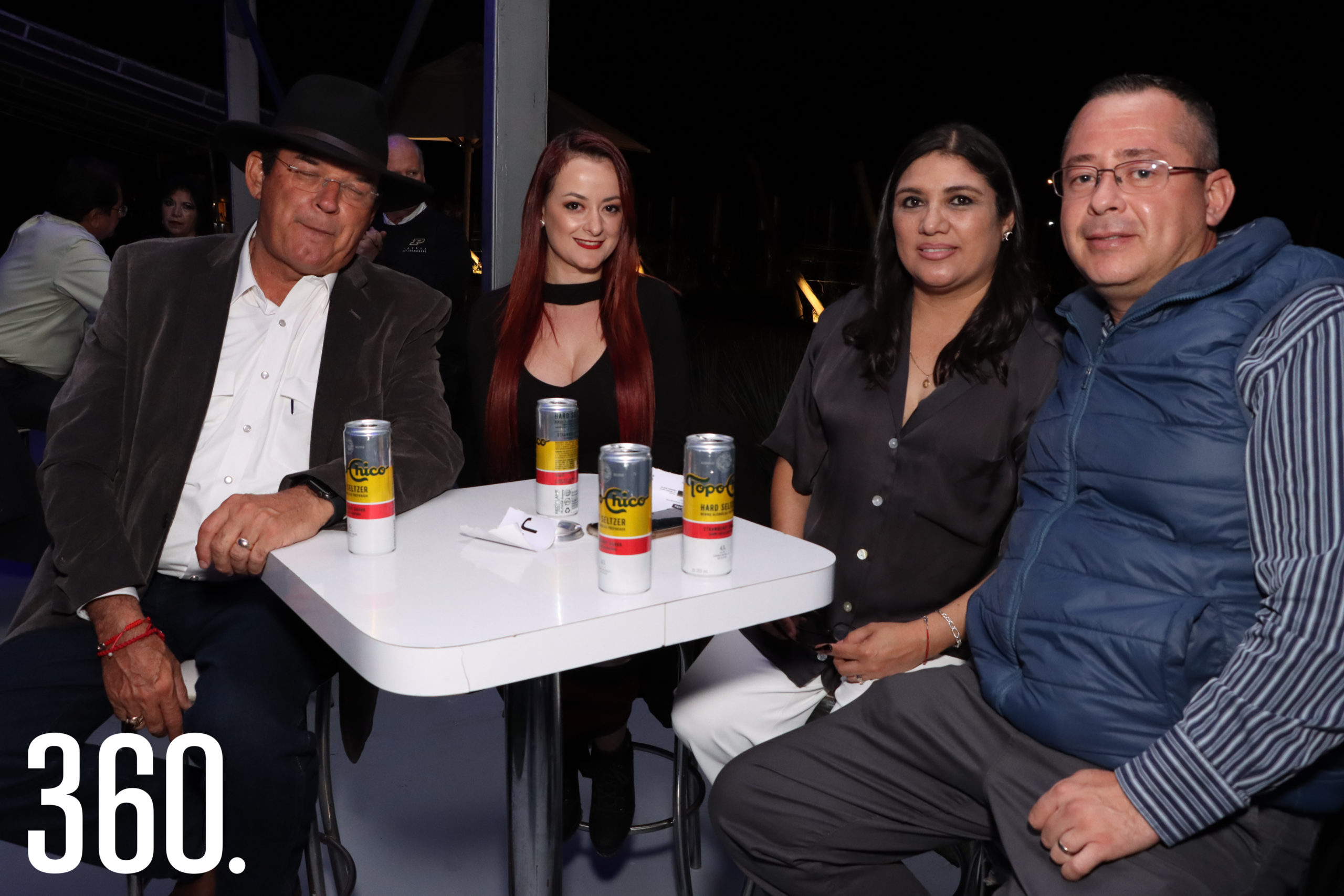 Jaime e Ilsa Guerra acompañados por Mary Barrera y Mauricio Peña.