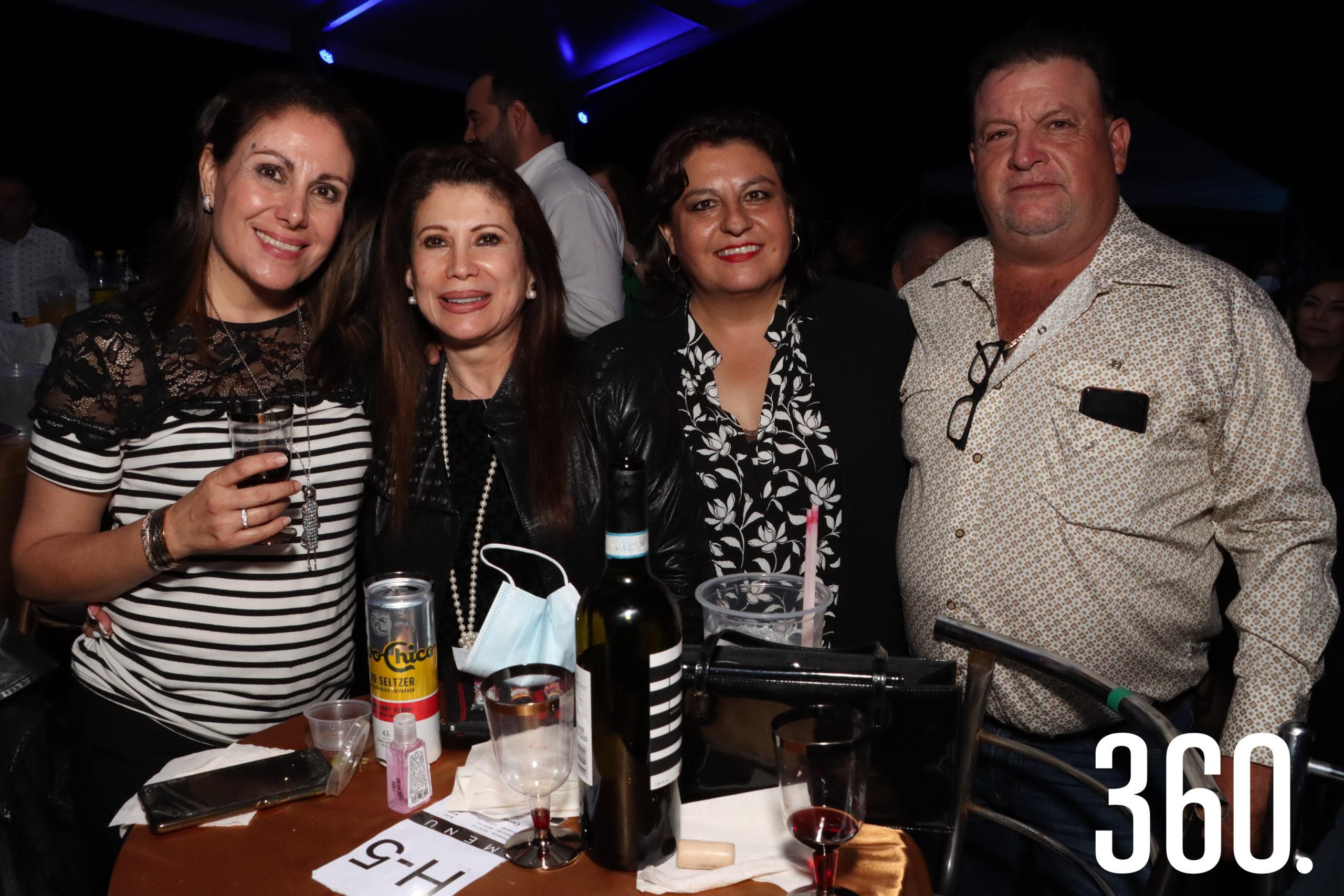 Carolina Salas, Magda Tafich, Carmen Salas y Rodrigo Valle.