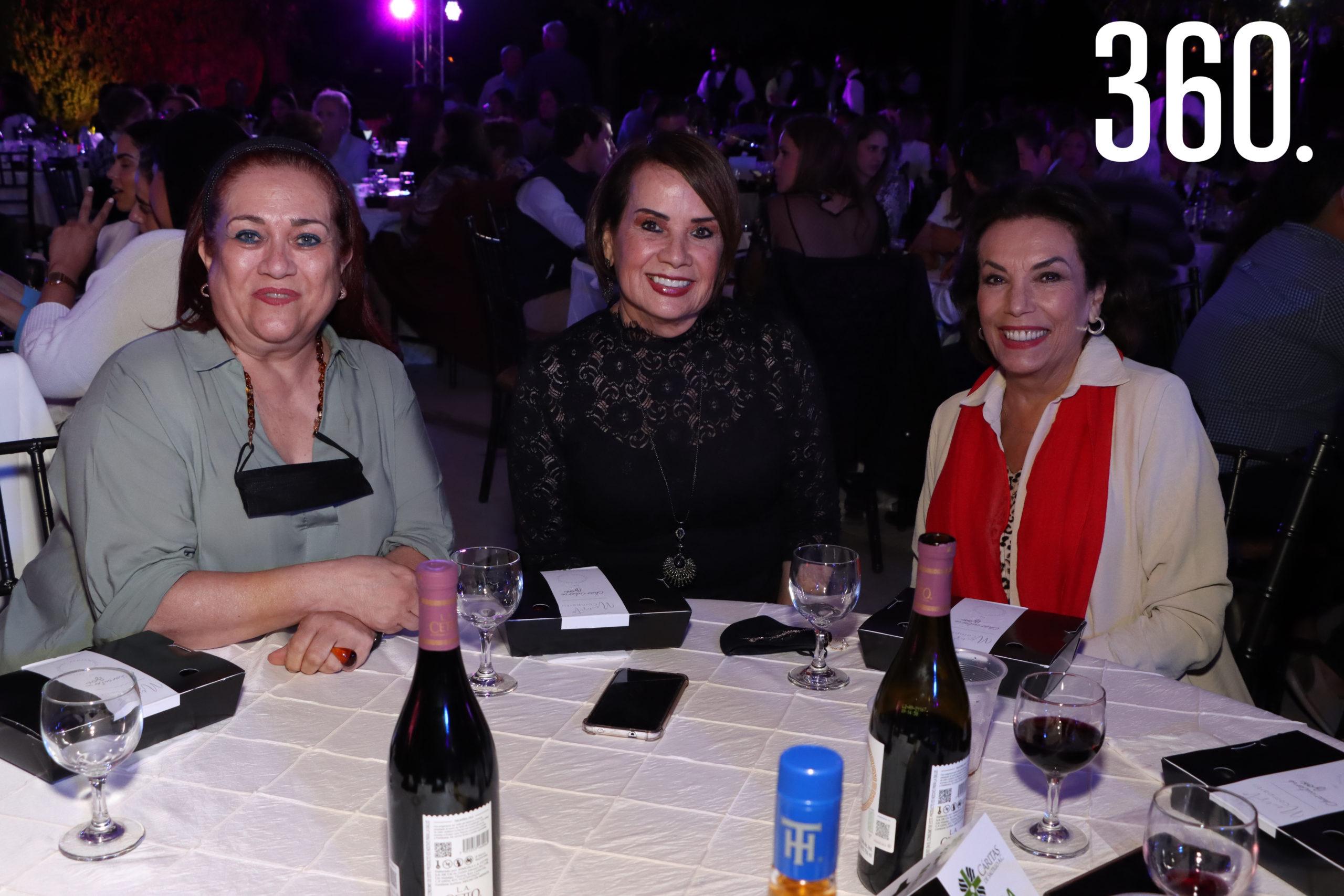 Laura Berlanga, Denisse Valdés y Carolina Torres Martínez.