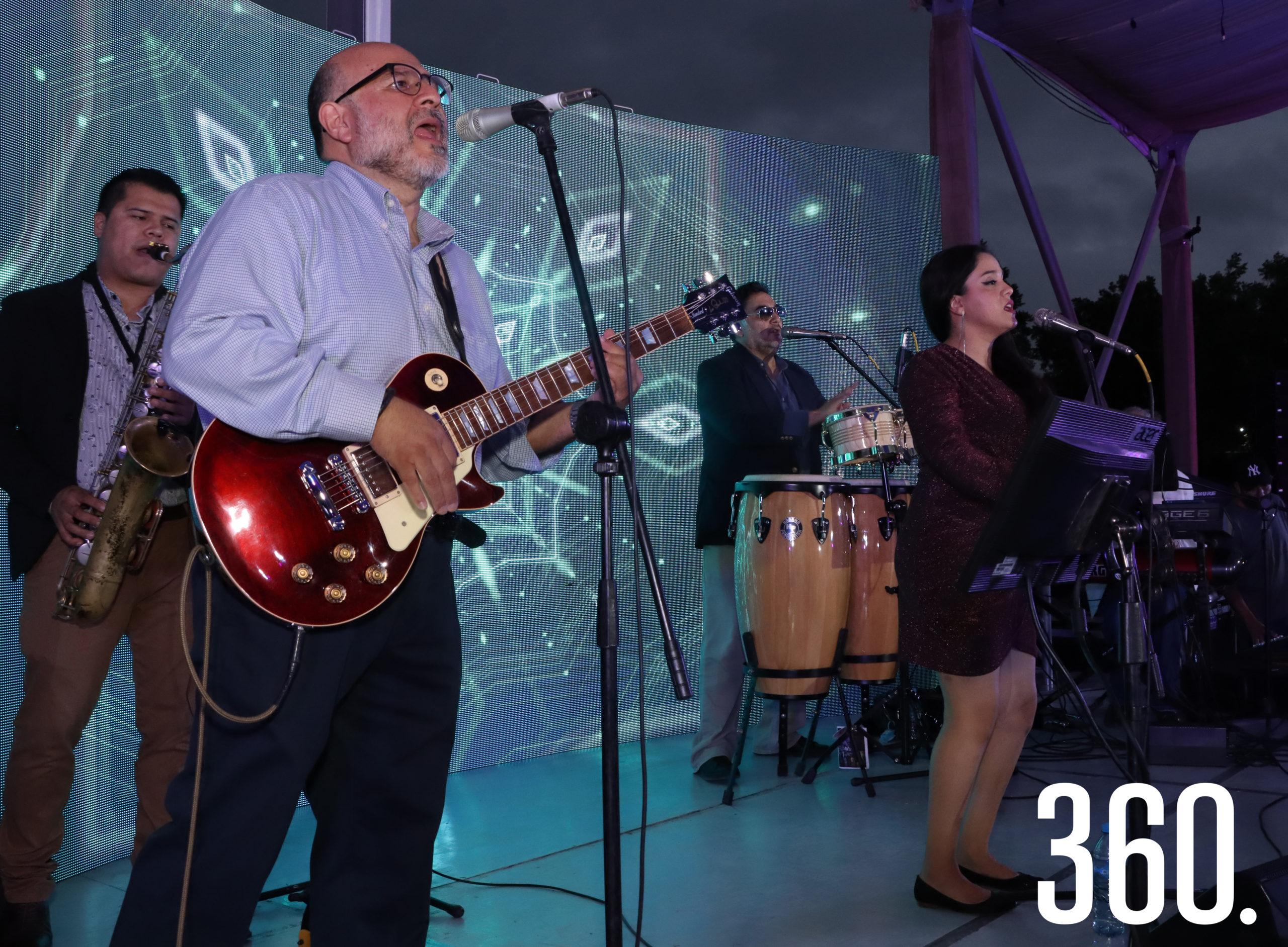 """El grupo """"RedWine"""", amenizó la primera parte del evento de Caritas de Saltillo en la Hacienda """"El Secreto""""."""