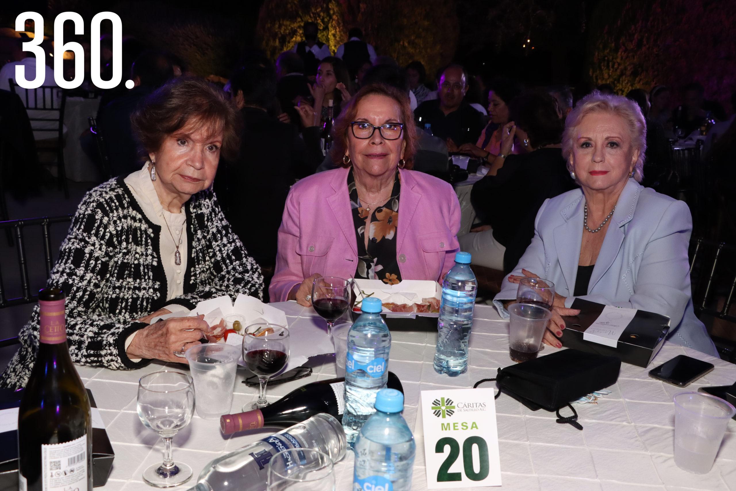 Nona Sosaya, Martha López y Tere Flores.