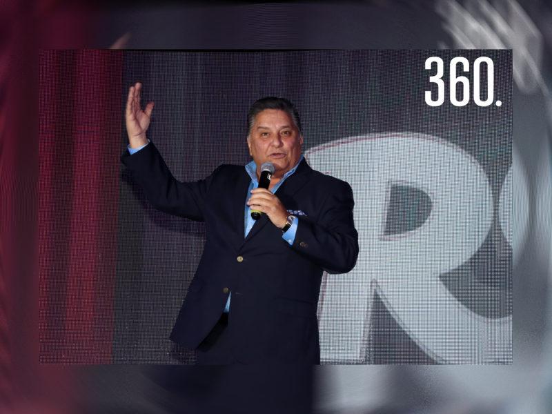 """El comediante Rogelio Ramos presentó su el show """"Sonrisas del Corazón"""", a beneficio de Cáritas de Saltillo en la Hacienda El Secreto."""
