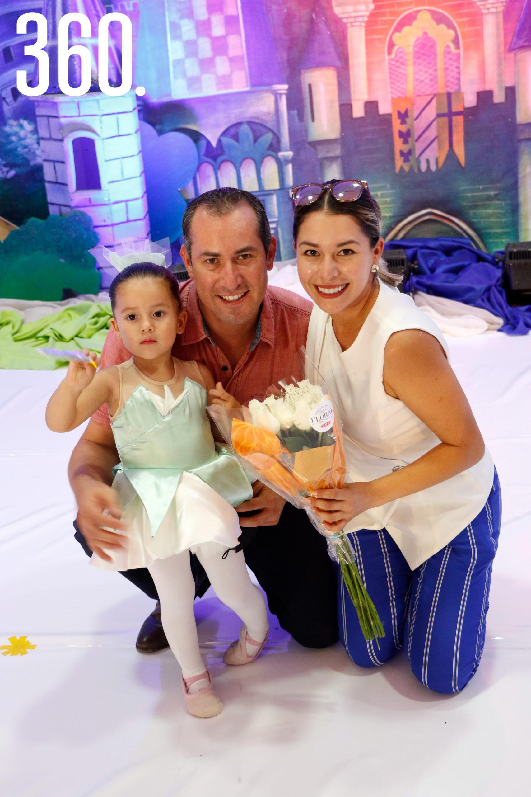 Samantha Siller, Héctor Siller y Daniela González.