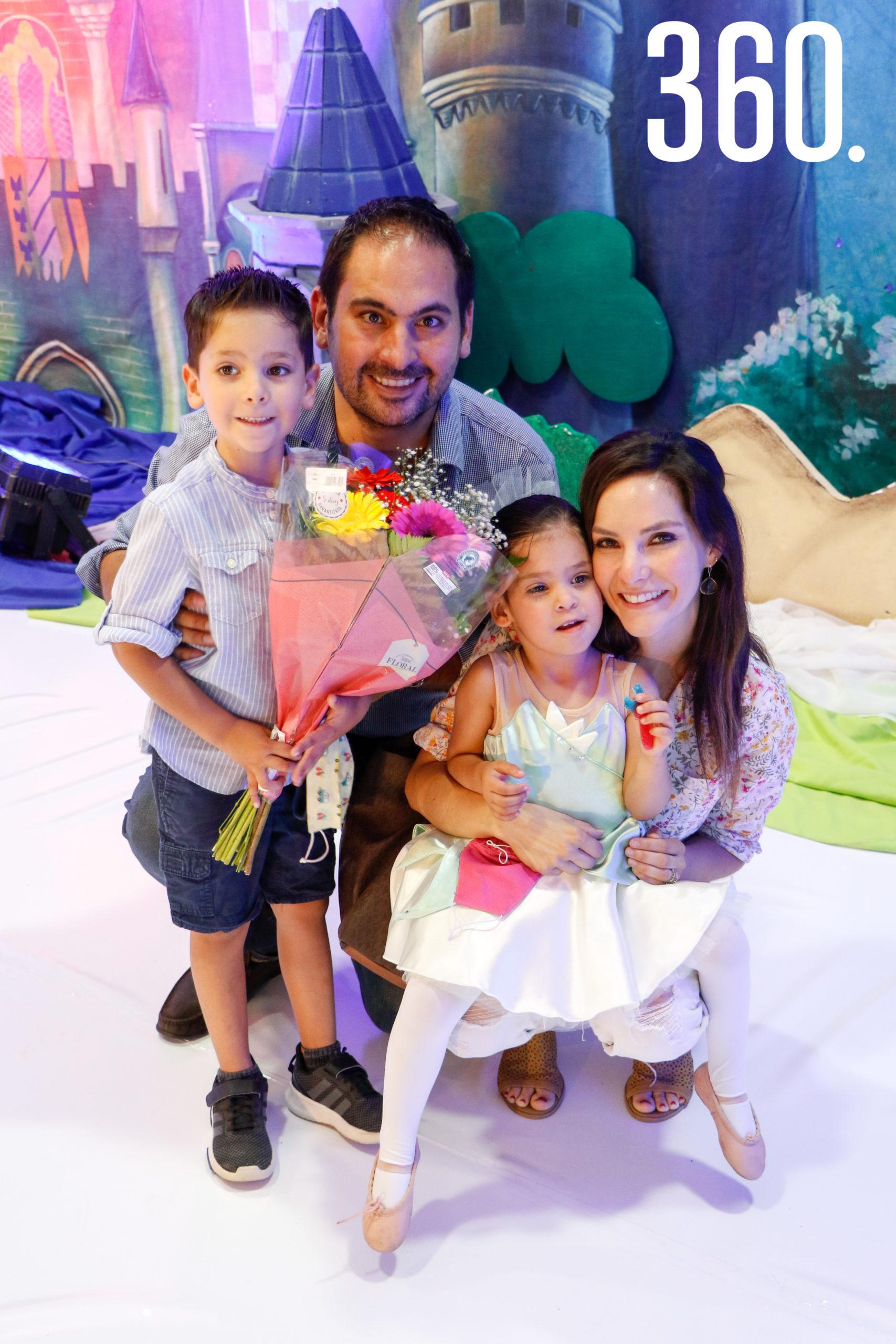 Berny Quintanilla, Bernardo Quintanilla, Ale Gloria y Mariale Quintanilla.