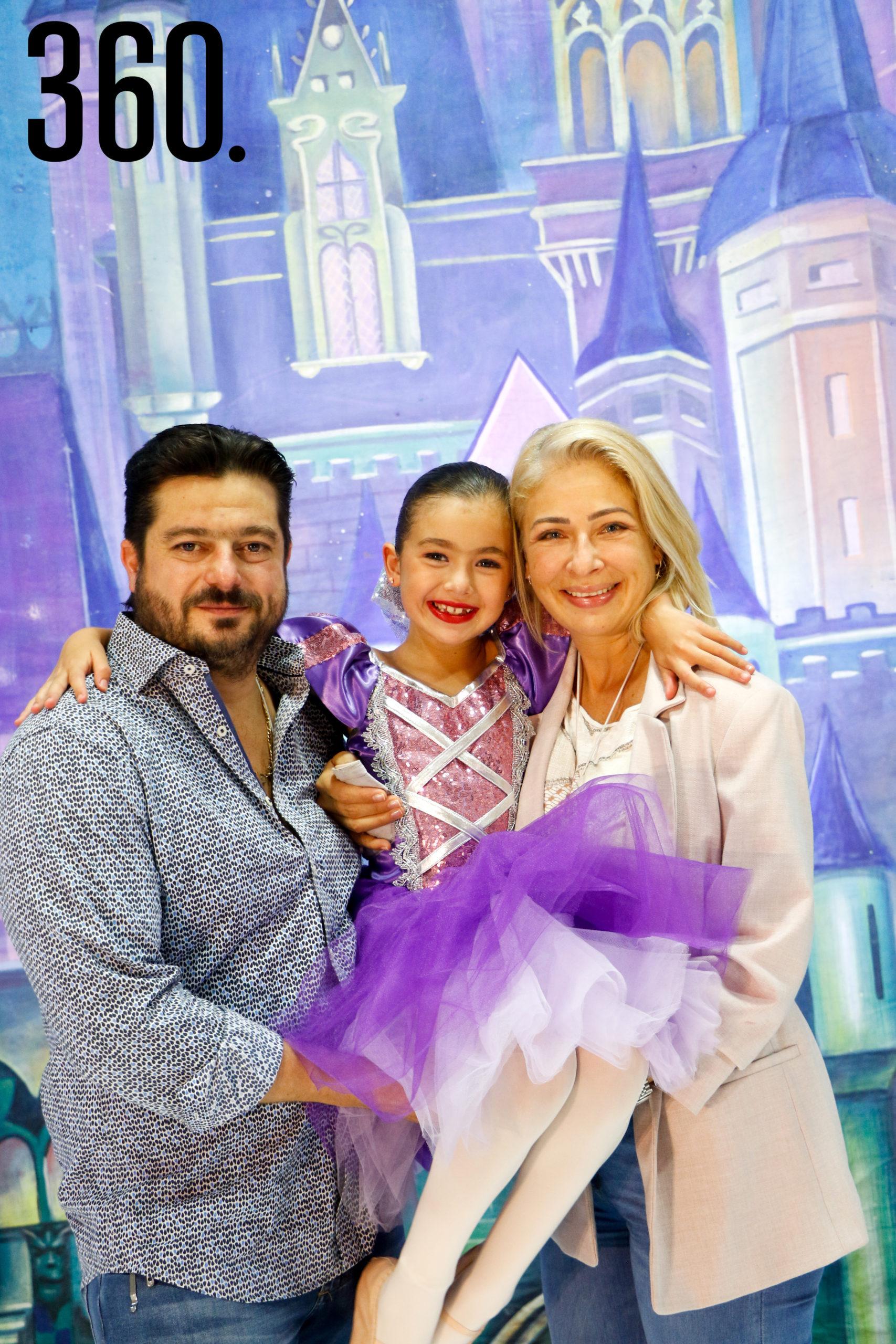 Eduardo Martínez, Lizy Martínez y Lizet Flores.