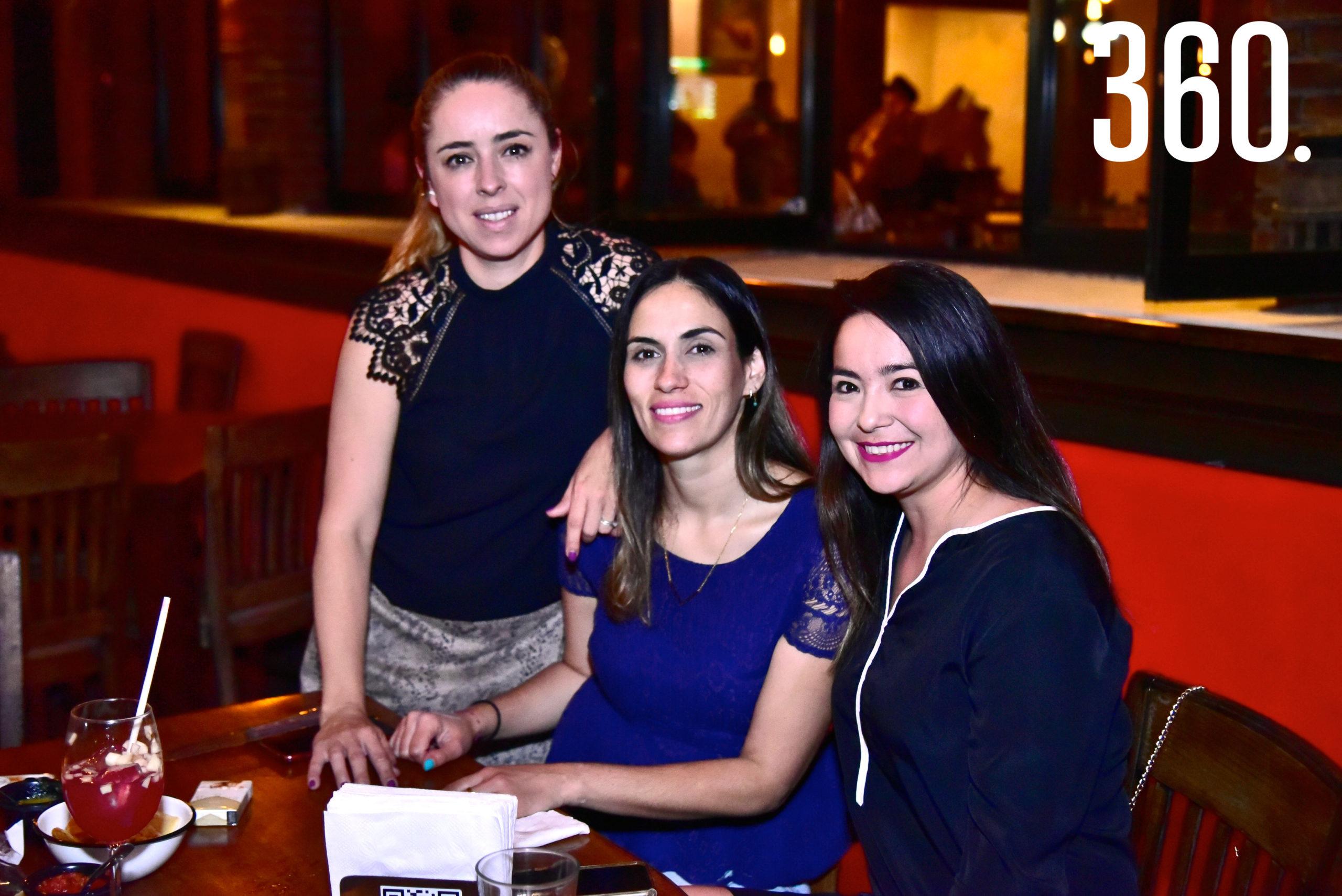 Faby Ferretiz, Luz María Bayardo y Ade González.