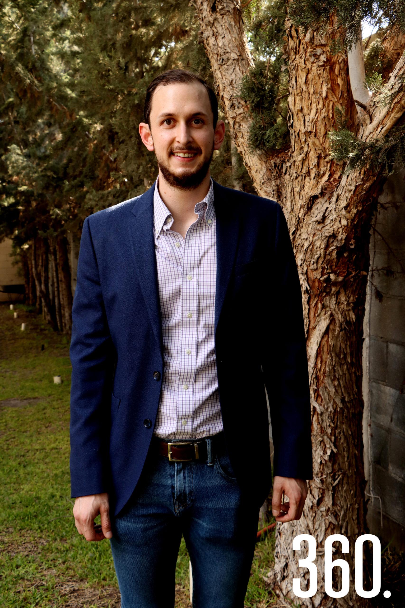 José Luis Dávila Martínez contraerá matrimonio el dos de octubre próximo con su prometida María José Treviño.