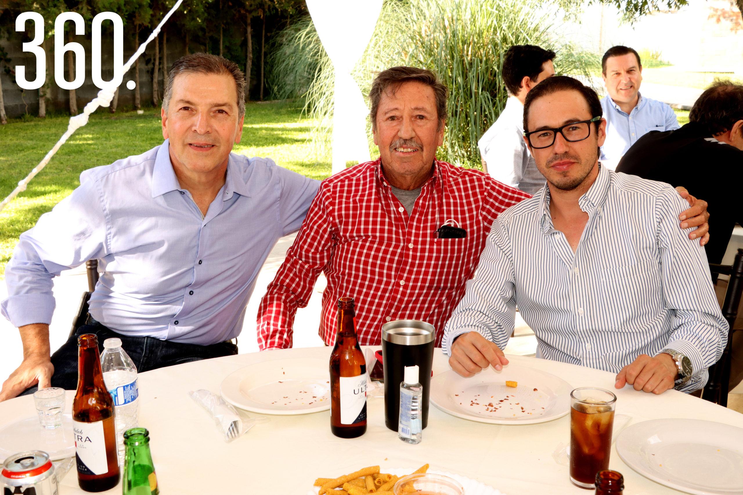 Rubén Jose Treviño, Luis y Roberto Flores.