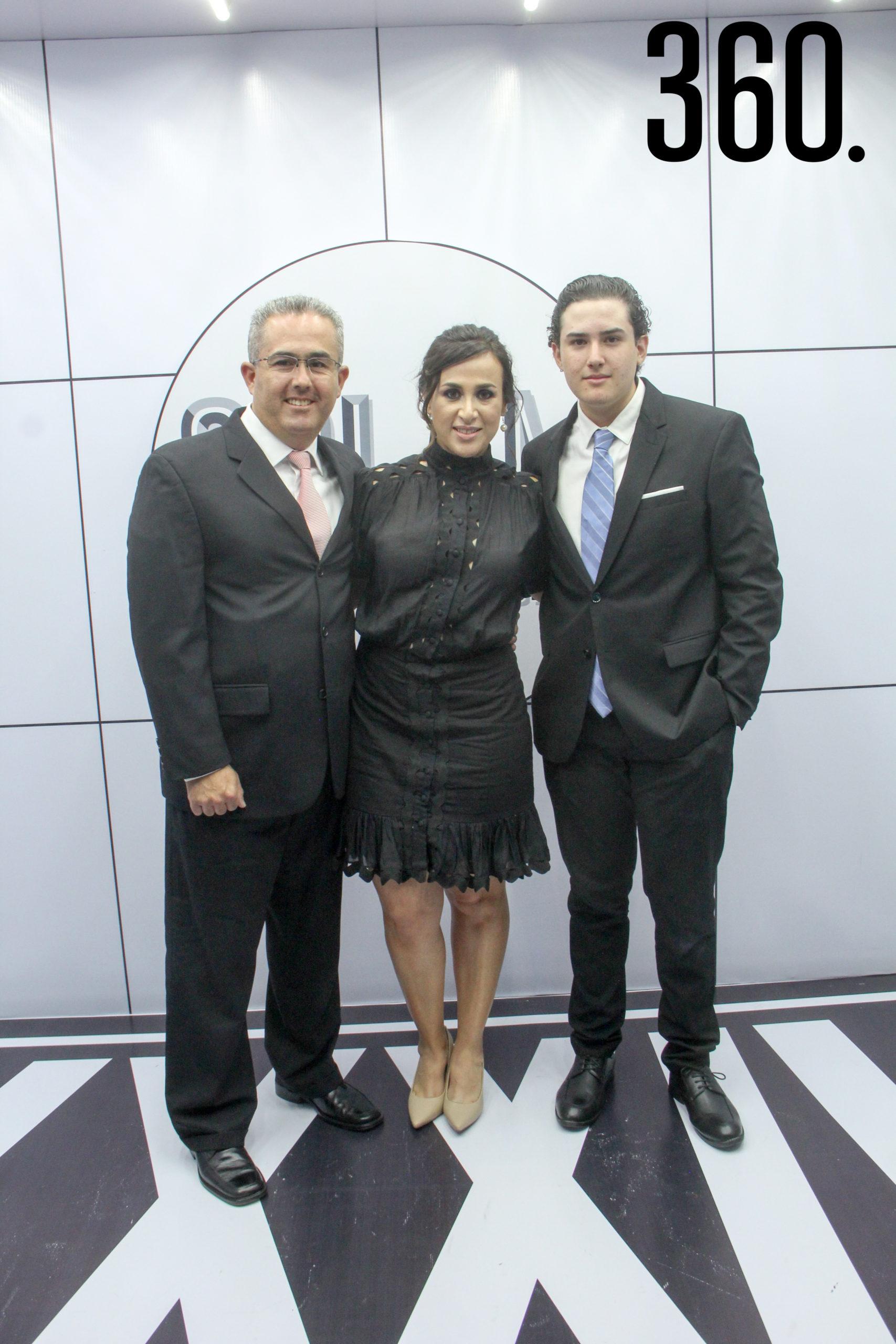 Rodolfo Fernández, Erika de Fernández y Rodolfo Fernández.
