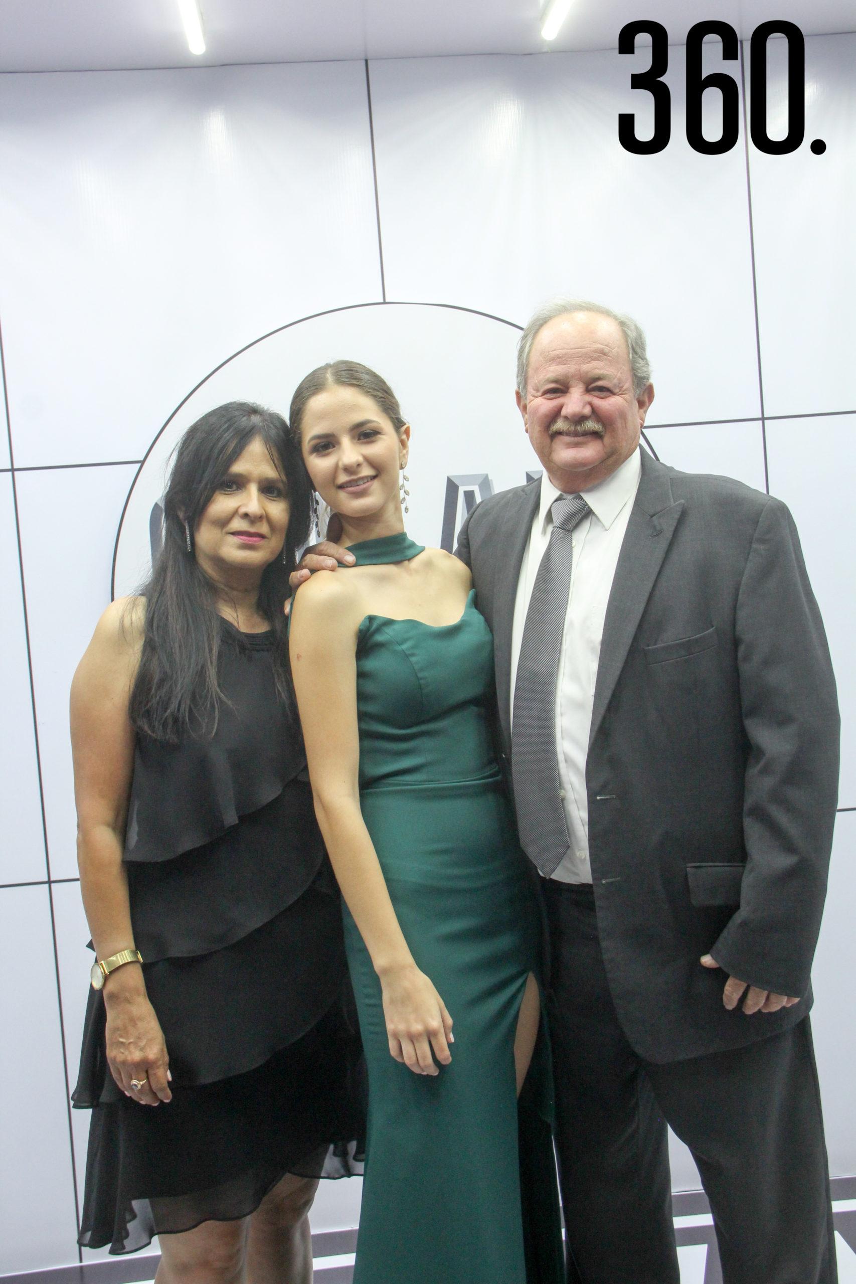 Dora Alicia Valdés, Carolina Arsuaga y Gerardo Arsuaga.