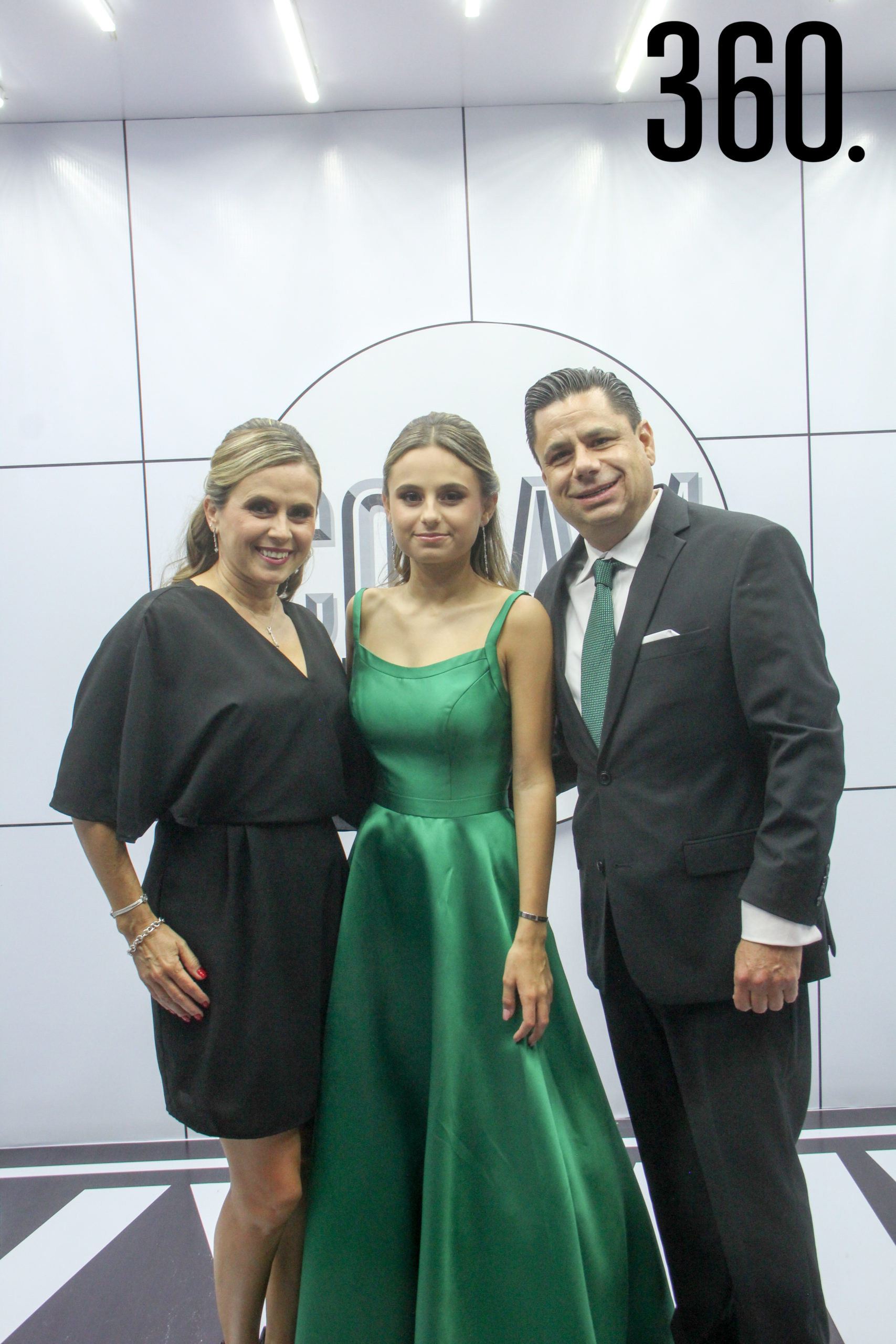 Charo del Bosque, Valeria López y Raúl López.