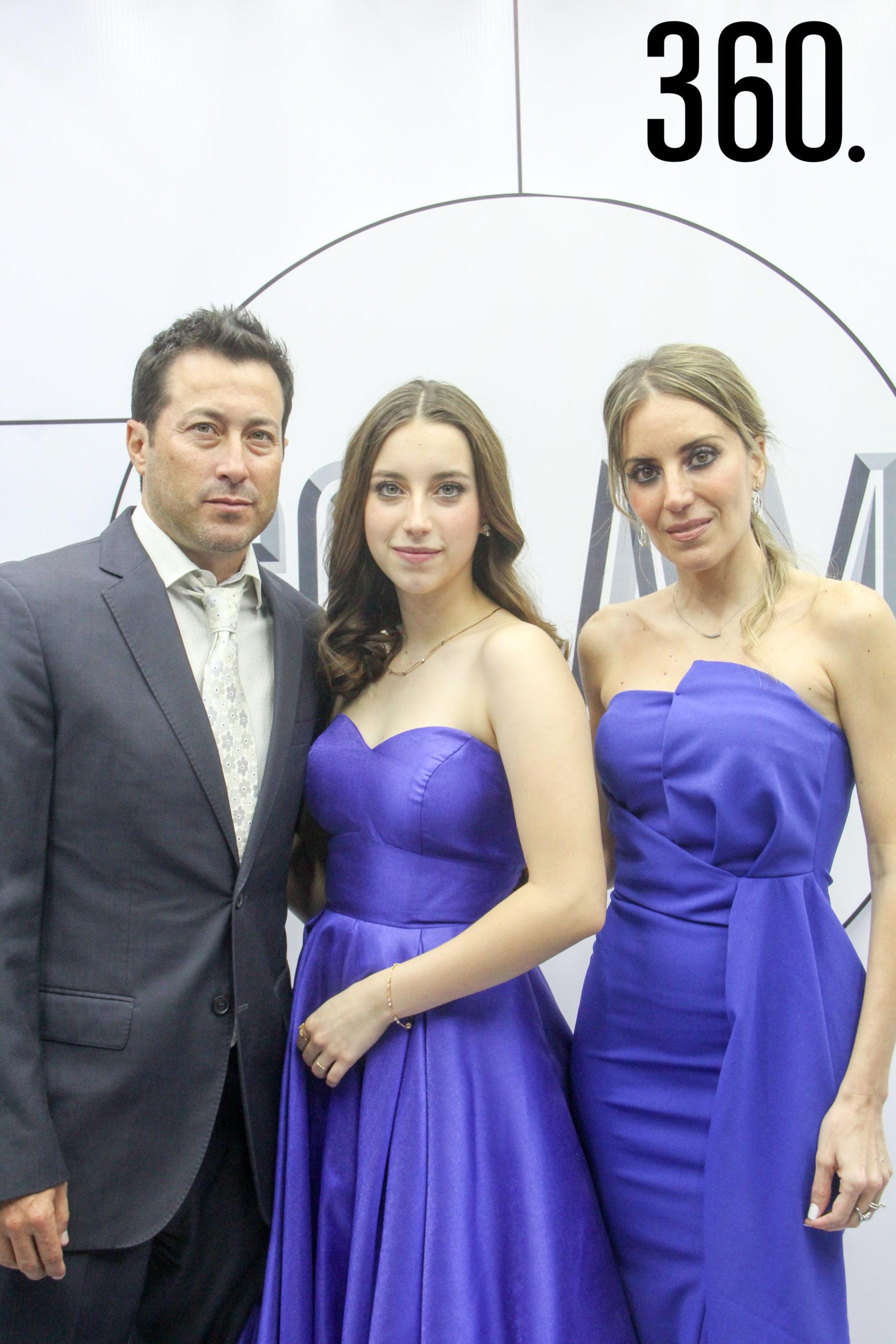 Octavio Valdés, Andrea Valdés y Alejandra José.