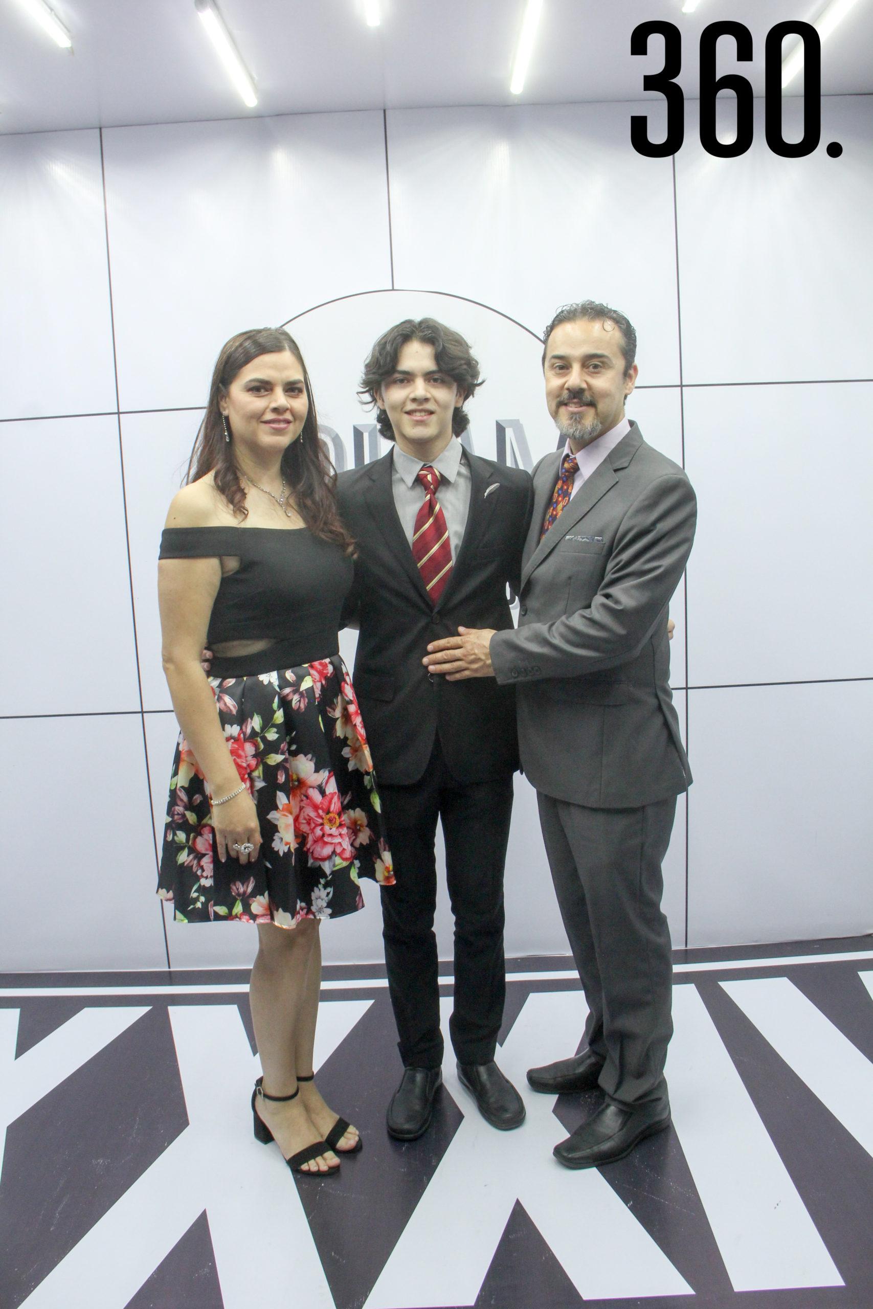 Mónica de Moreno, Daniel Moreno y Daniel Moreno.