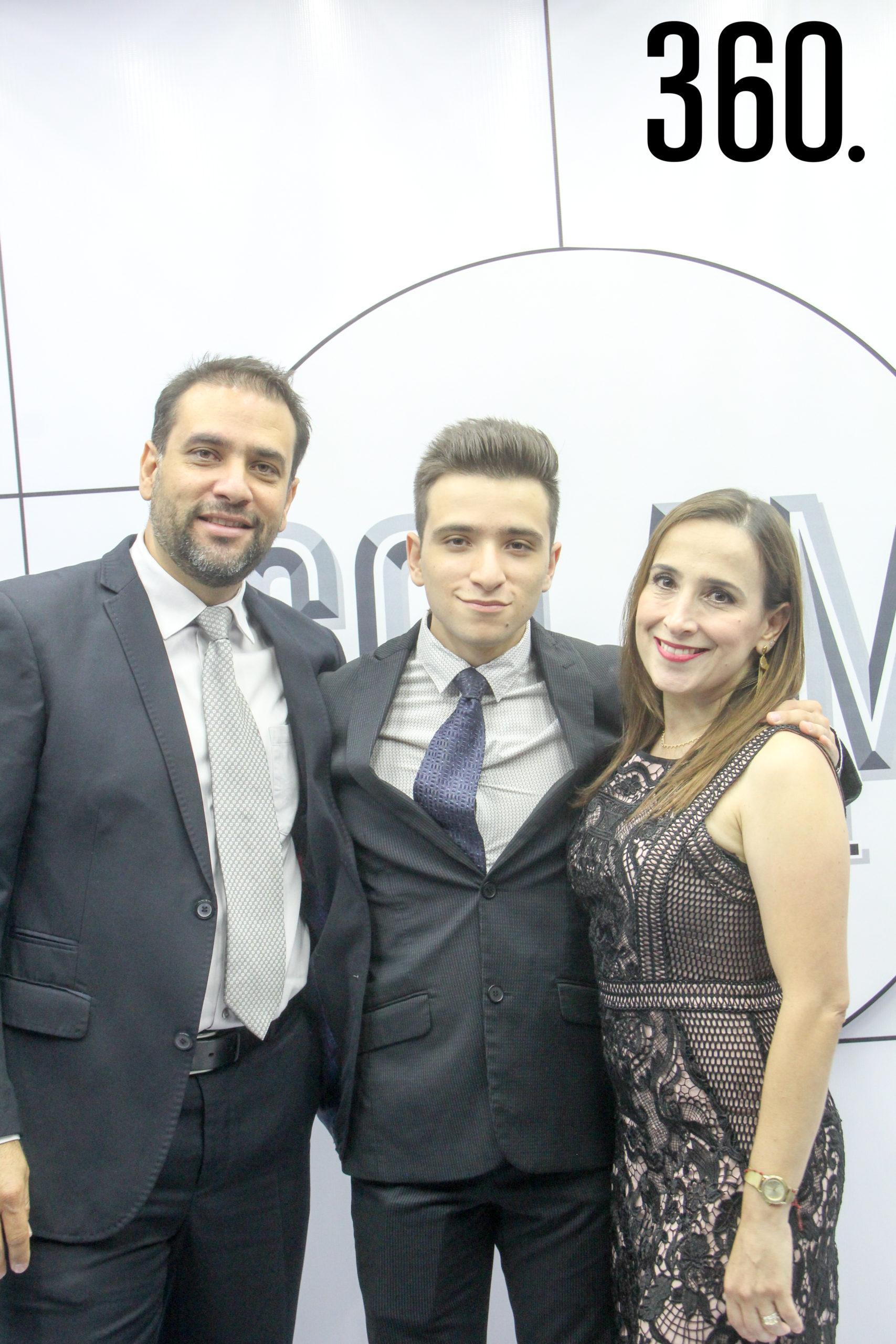 Raúl Mendoza, Diego Mendoza y Nury Hermosillo.
