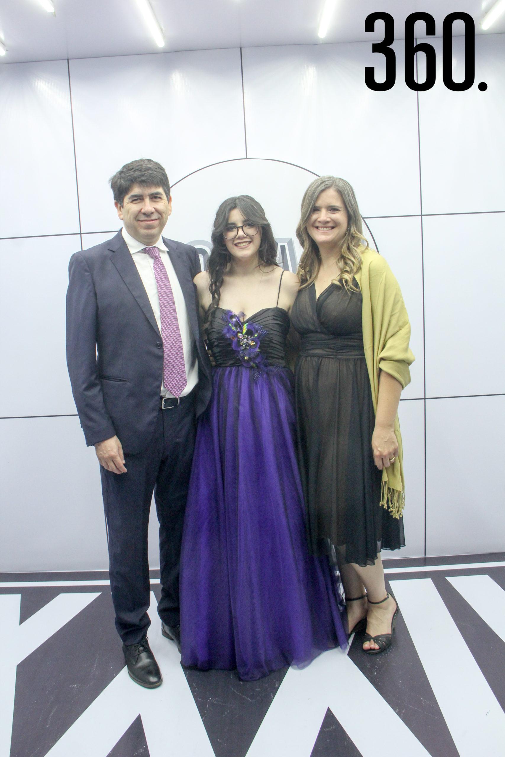 Alejandro Osuna, Alicia Osuna y Romelia Reja.