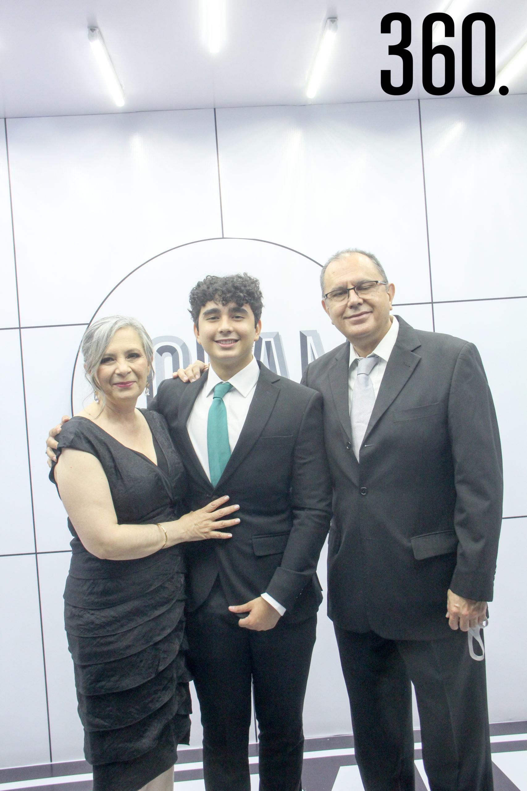 Edith Casim, Adán Díaz Nara y Adán Díaz.