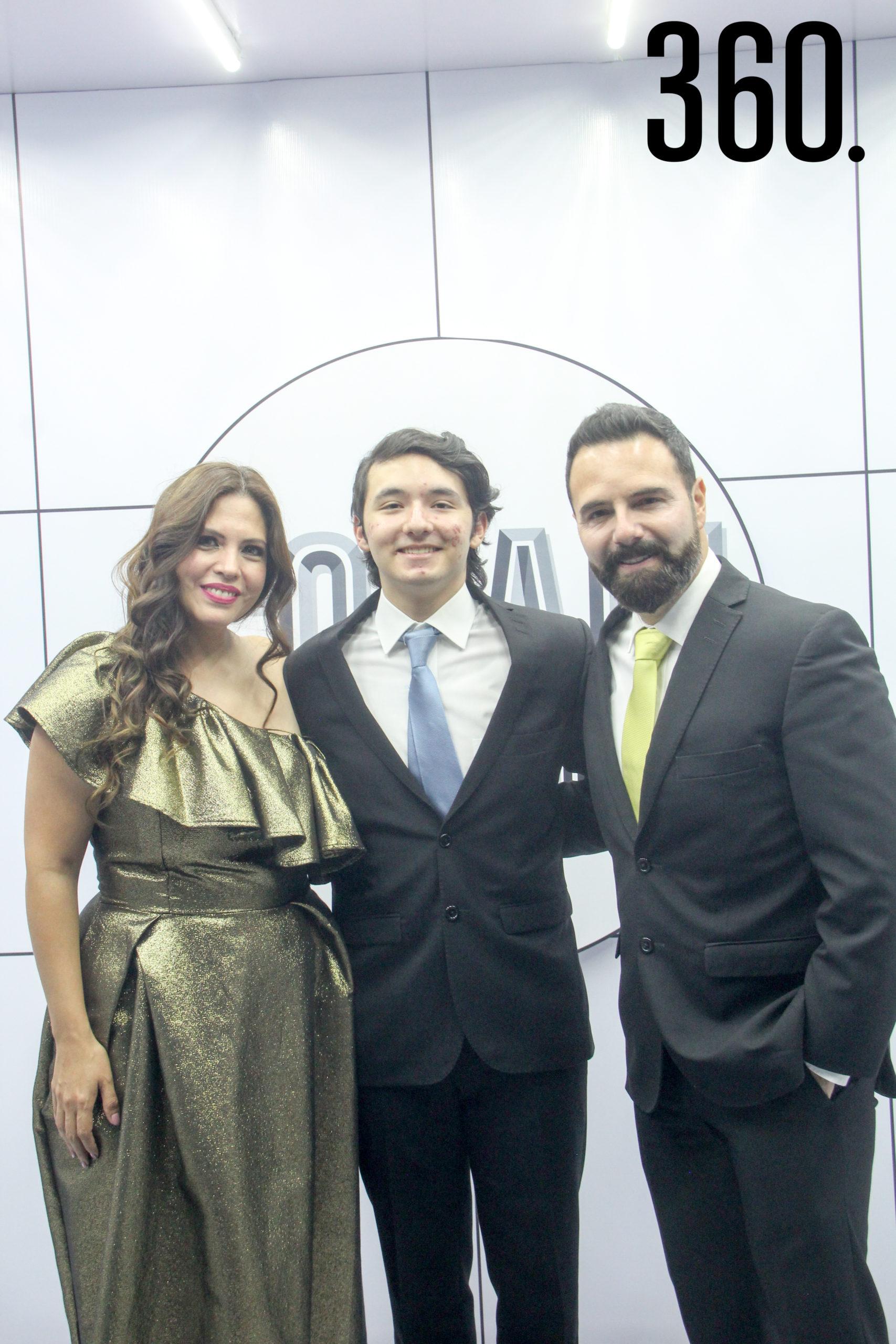 Geli de Gutiérrez, Fabrizio Gutiérrez y Alejandro Gutiérrez.