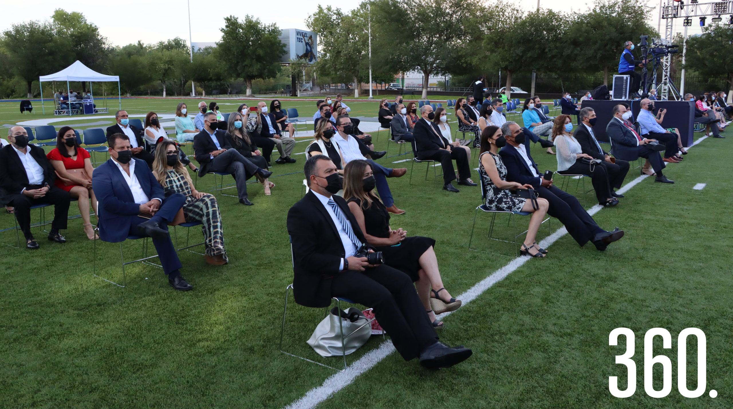 Los padres de familia de los integrantes de la Generación 2021 del Bachillerato Multicultural del ITESM campus de Saltillo asistieron a la ceremonia de premiación.