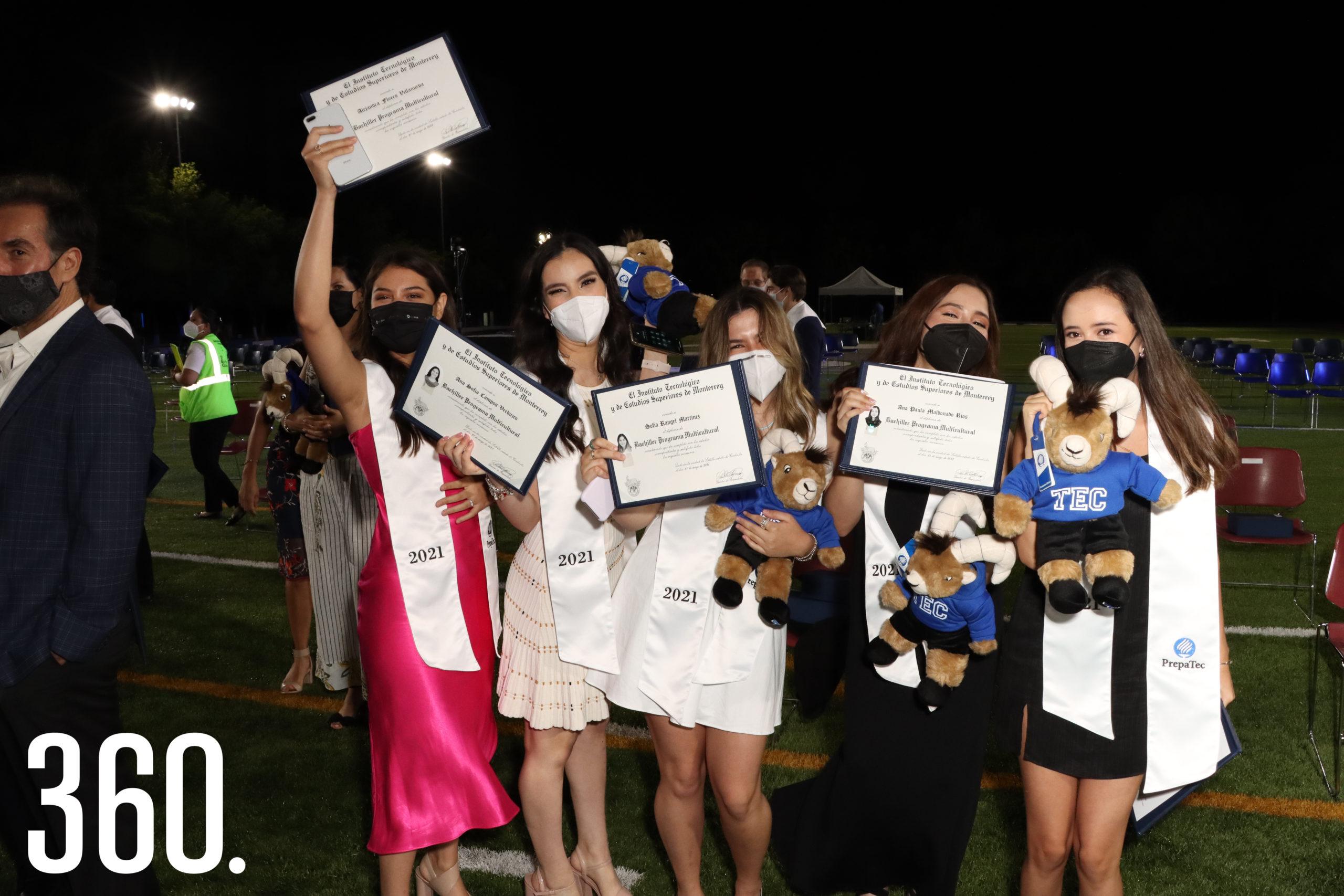 Alejandra Flores, Ana Sofía Campos, Sofía Rángel, Ana Paula Maldonado y Bonny Rivera Rodríguez festejaron su graduación.
