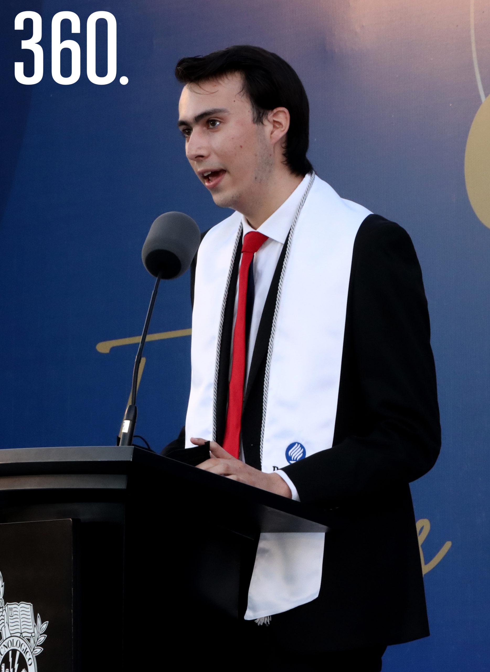 Diego José Mercado dio el mensaje a nombre de sus compañeros bachilleres.