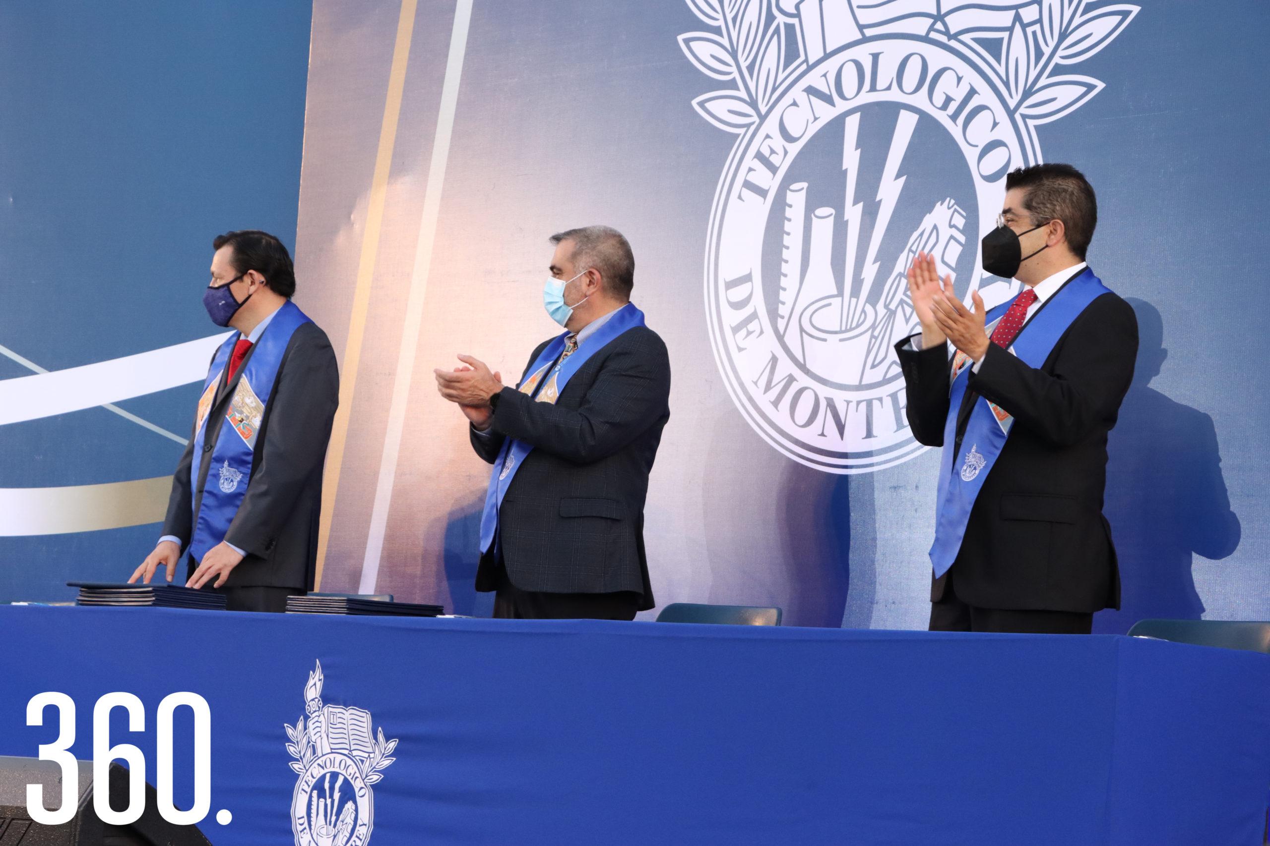 Crisanto Manuel Martínez Trujillo, Gilberto Tomás Armienta Trejo y Carlos Fernando Velázquez presidieron la ceremonia de graduación.