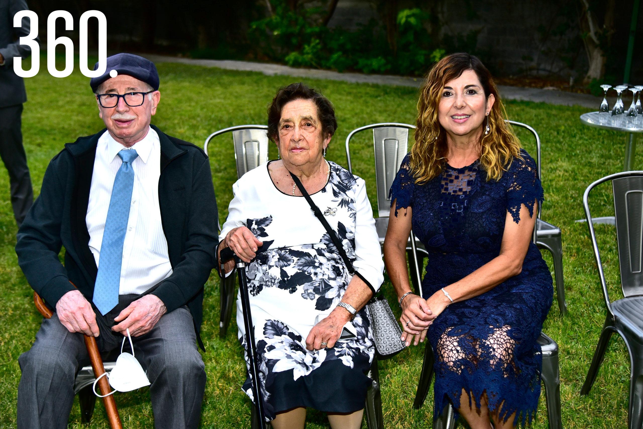 Antonio Saucedo, Angélica Ramos y Lidia Saucedo.