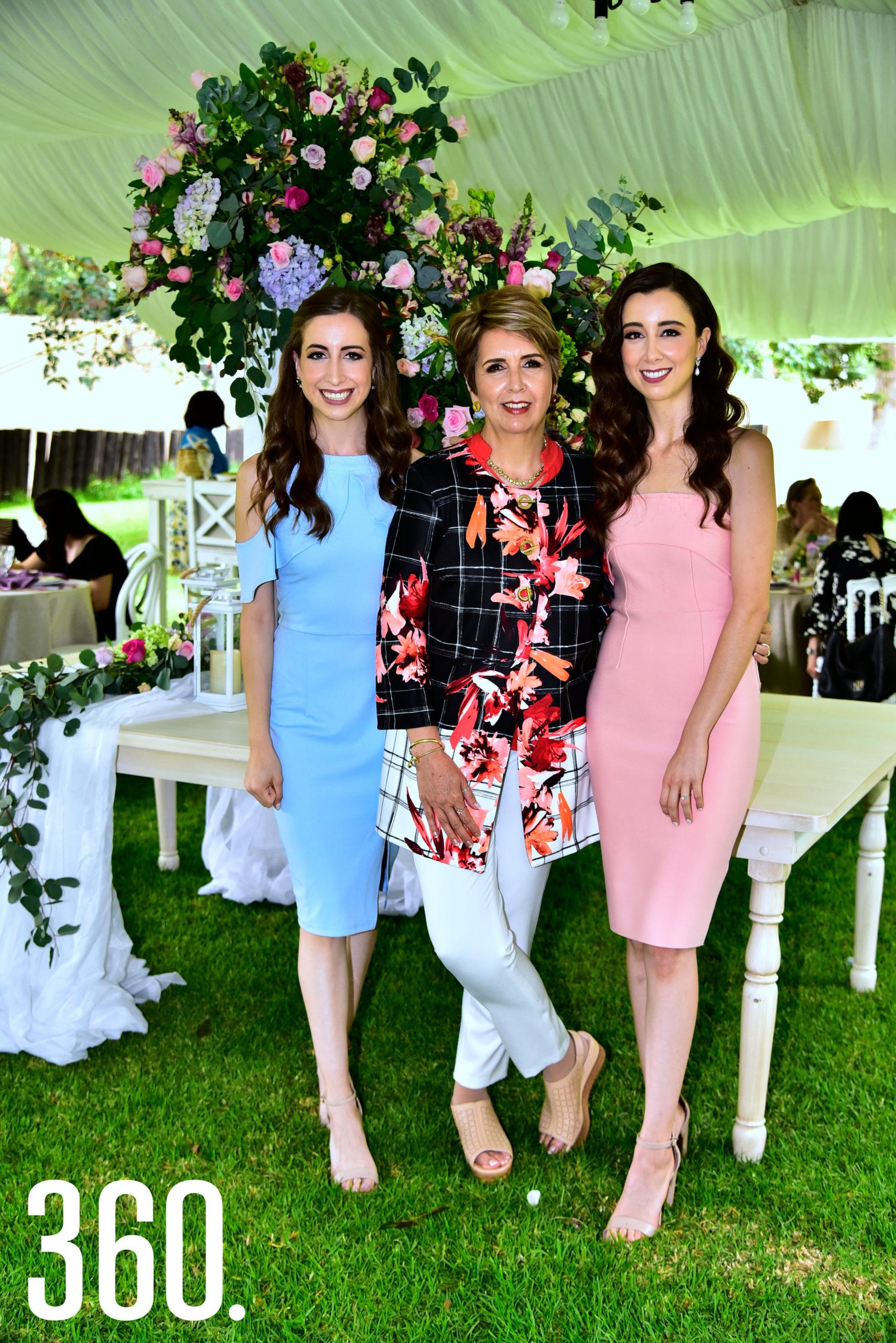 Sofía Elguezabal con su mamá María Ofelia Esquivel de Elguezabal y Valeria Elguezabal.
