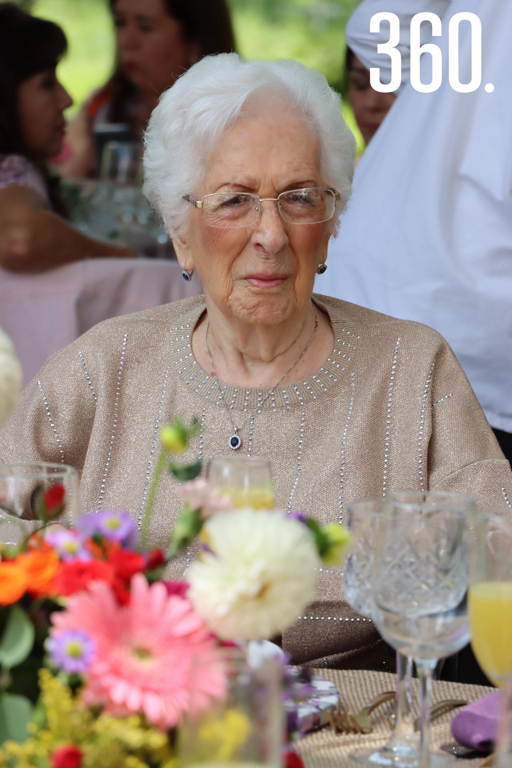 Guadalupe Caballero, abuelita de la novia.