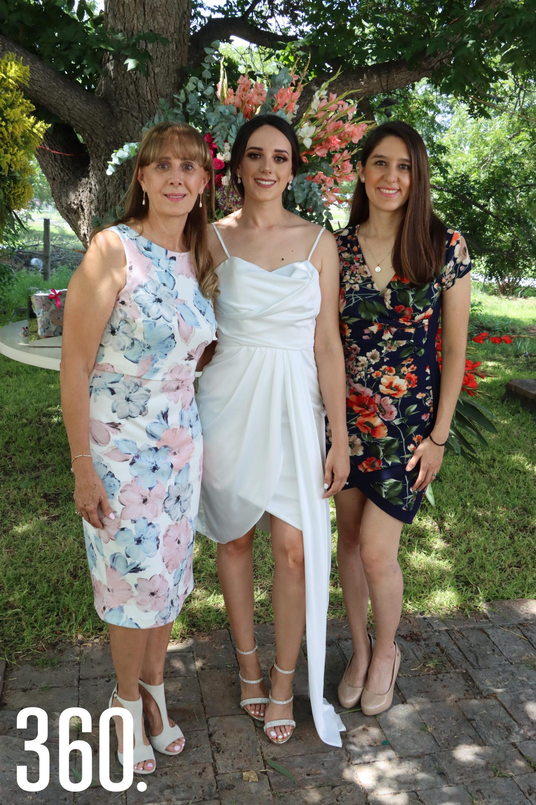 Ana Isabel Valdés Caballero con sus hijas Paola y Ana Isabel Pepi.