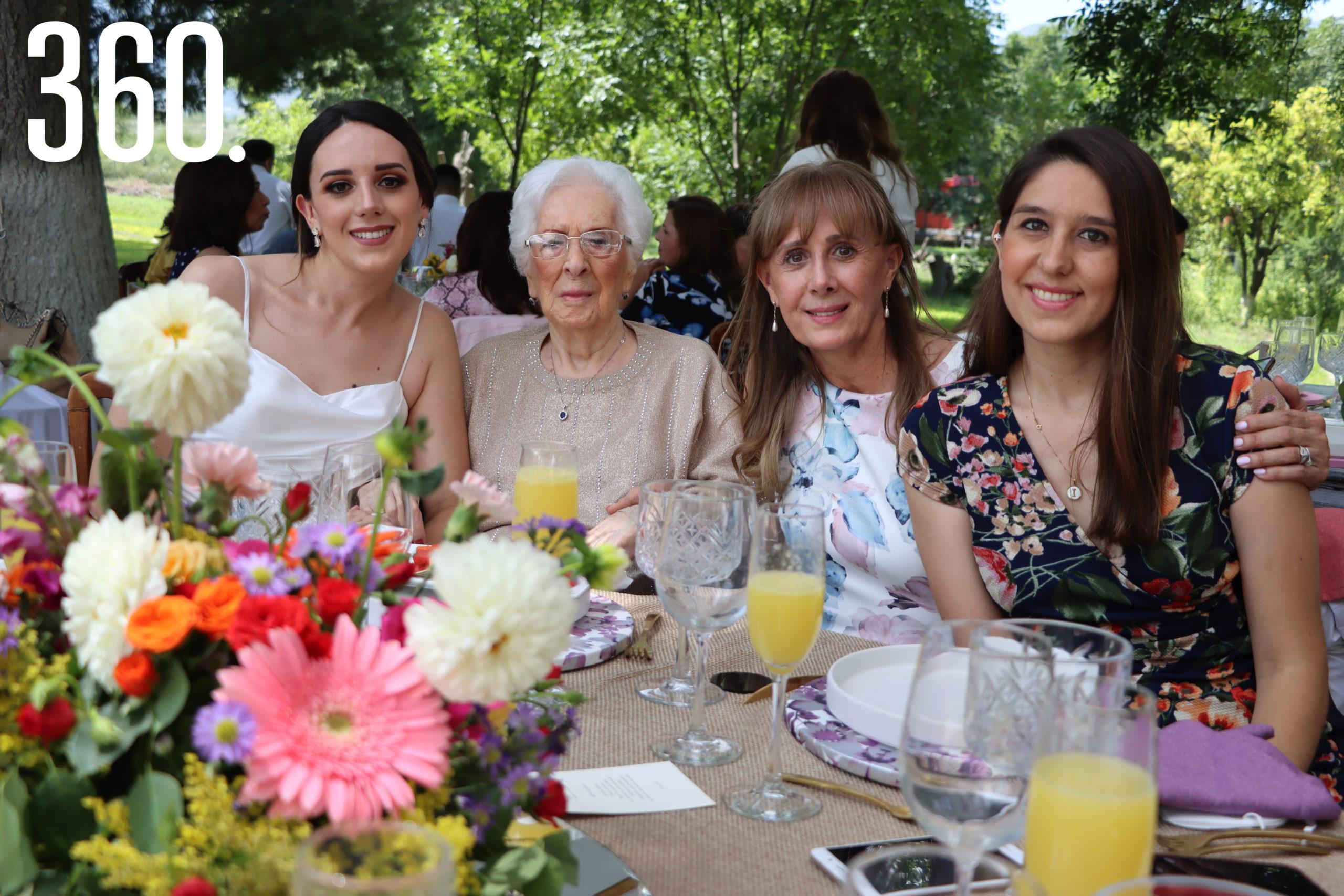 Paola Pepi, Guadalupe Caballero, Ana Isabel Valdés y Ana Isabel Pepi.