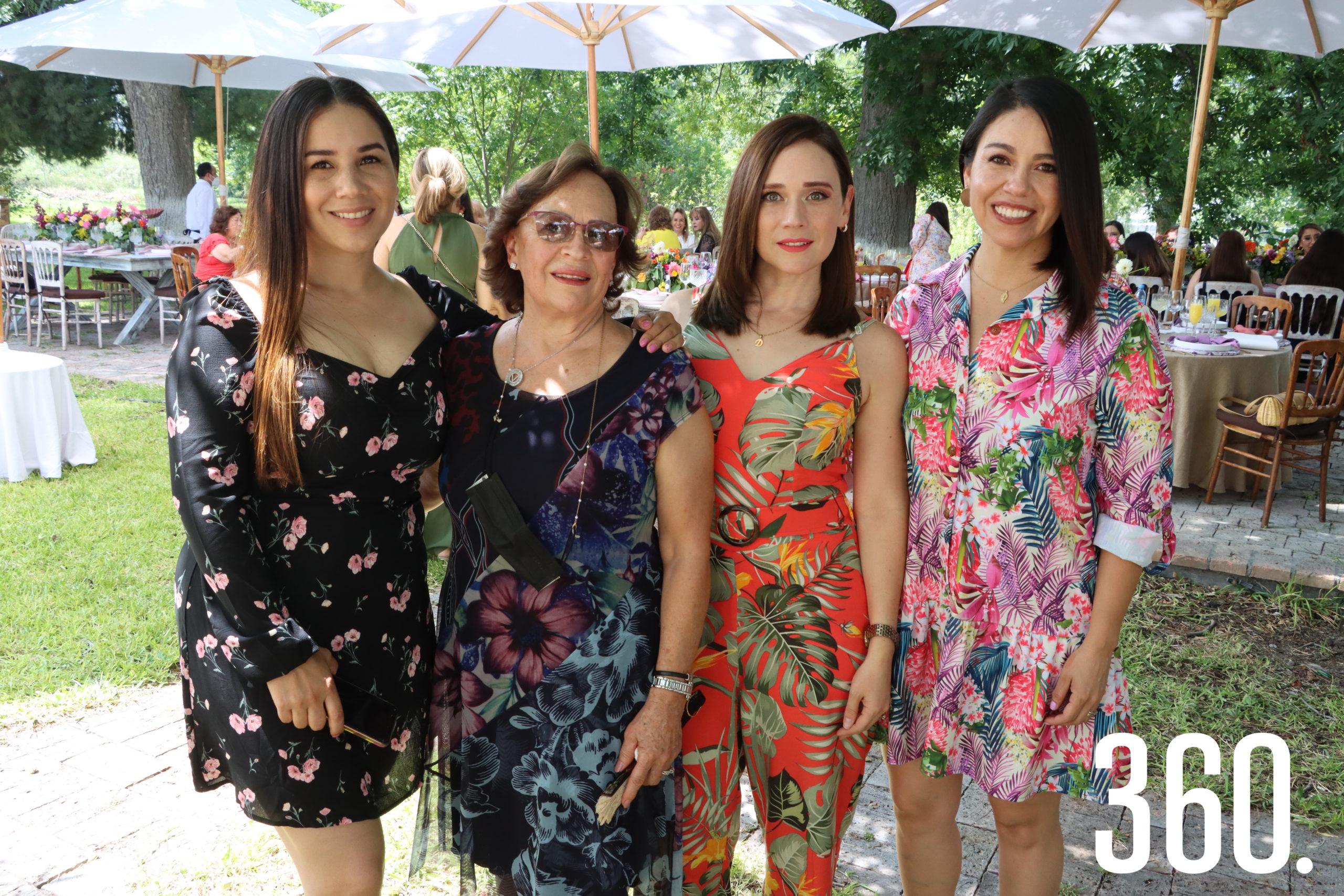 Fernanda Rodríguez, Vicky Valdés, Daniela Flores y Alejandra Valdés.